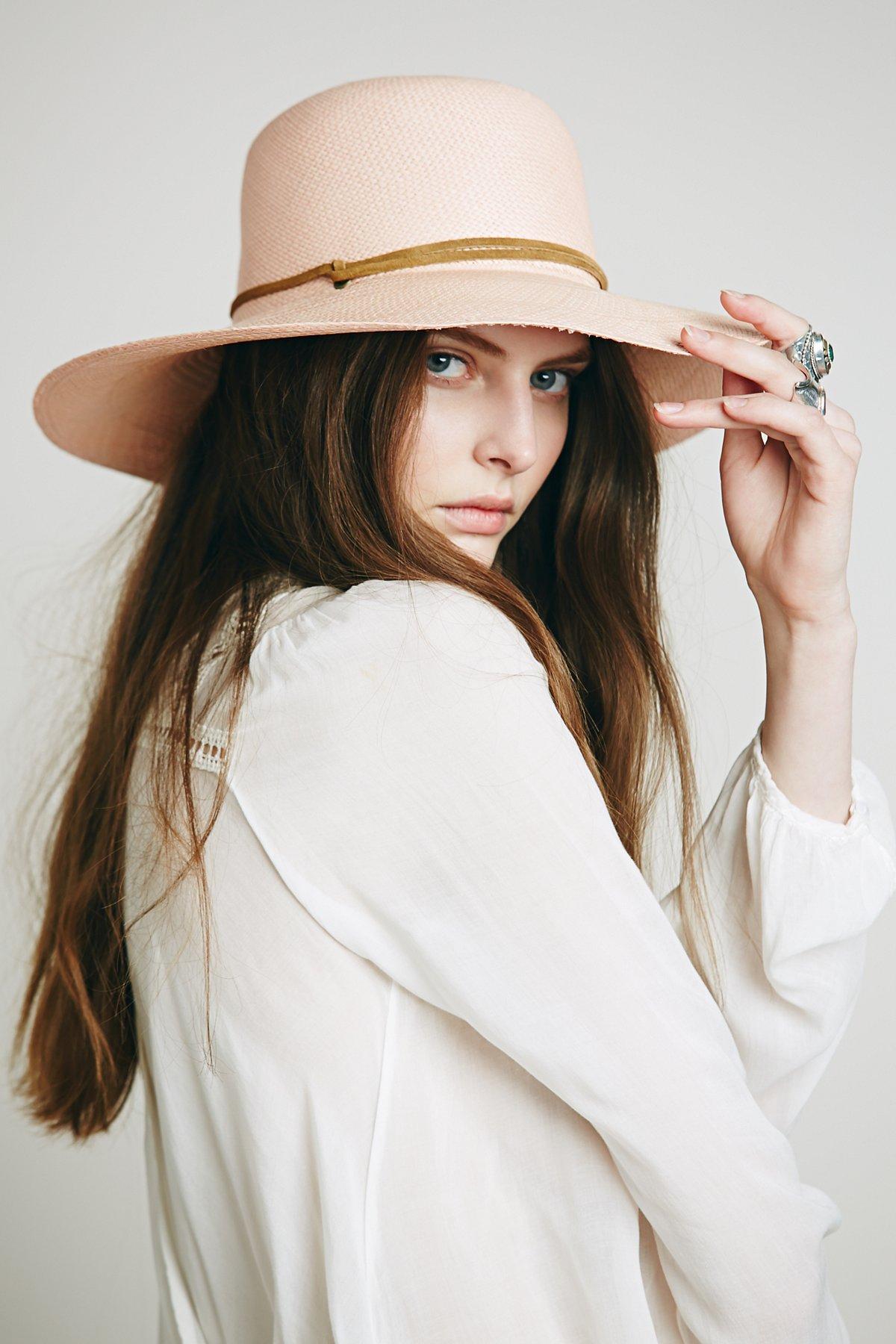 Day Dreamin Round Top Straw Hat