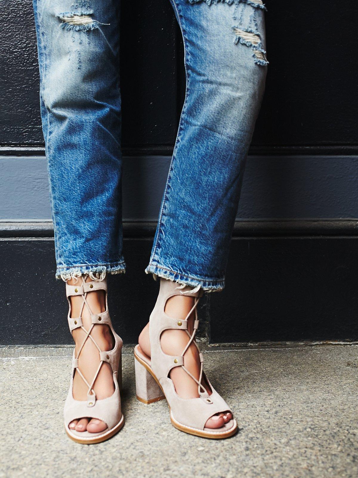 Lola绑带高跟鞋