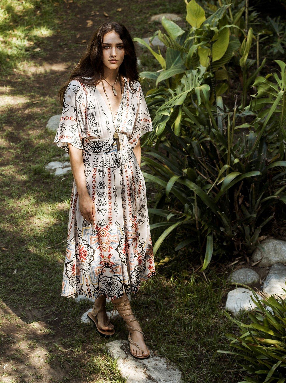 Wild Mountain和服式连衣裙