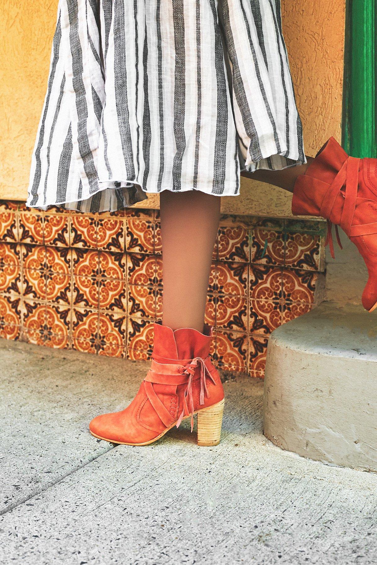 Seven Wonders Heel Boot