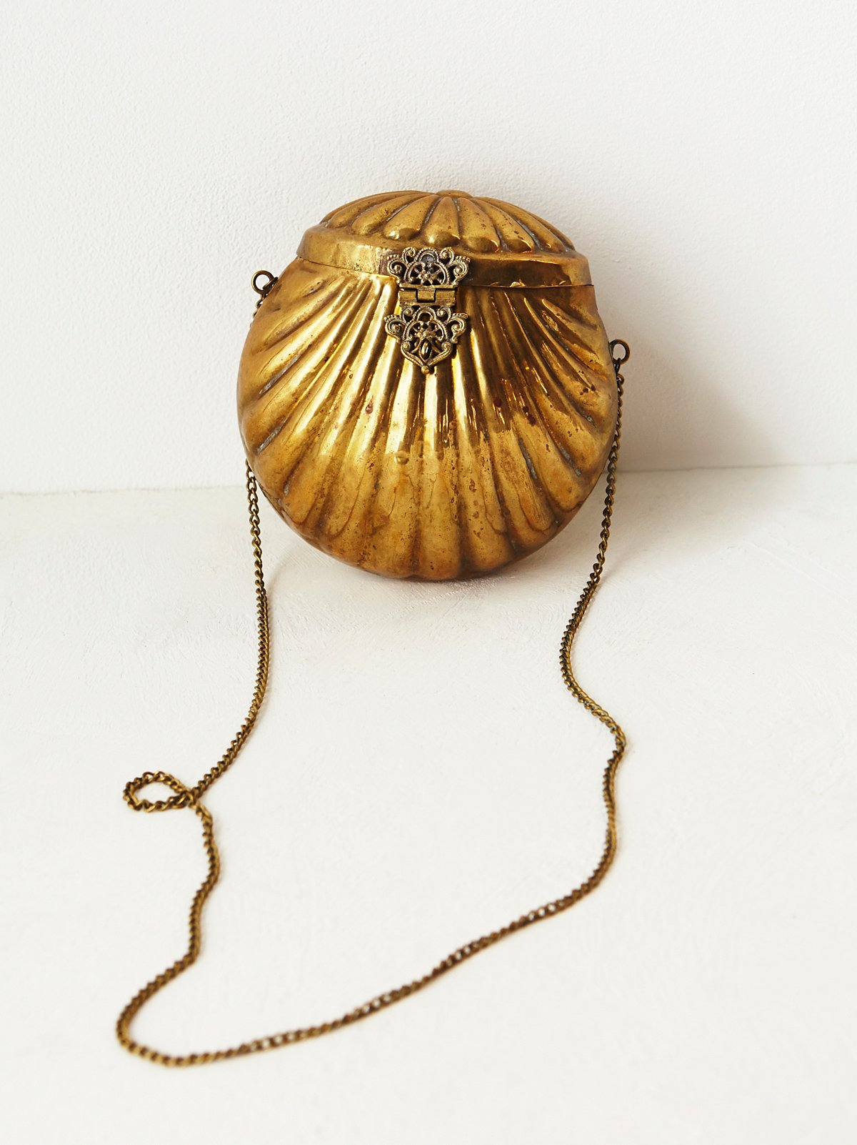 FP Vintage Gold Shell Purse