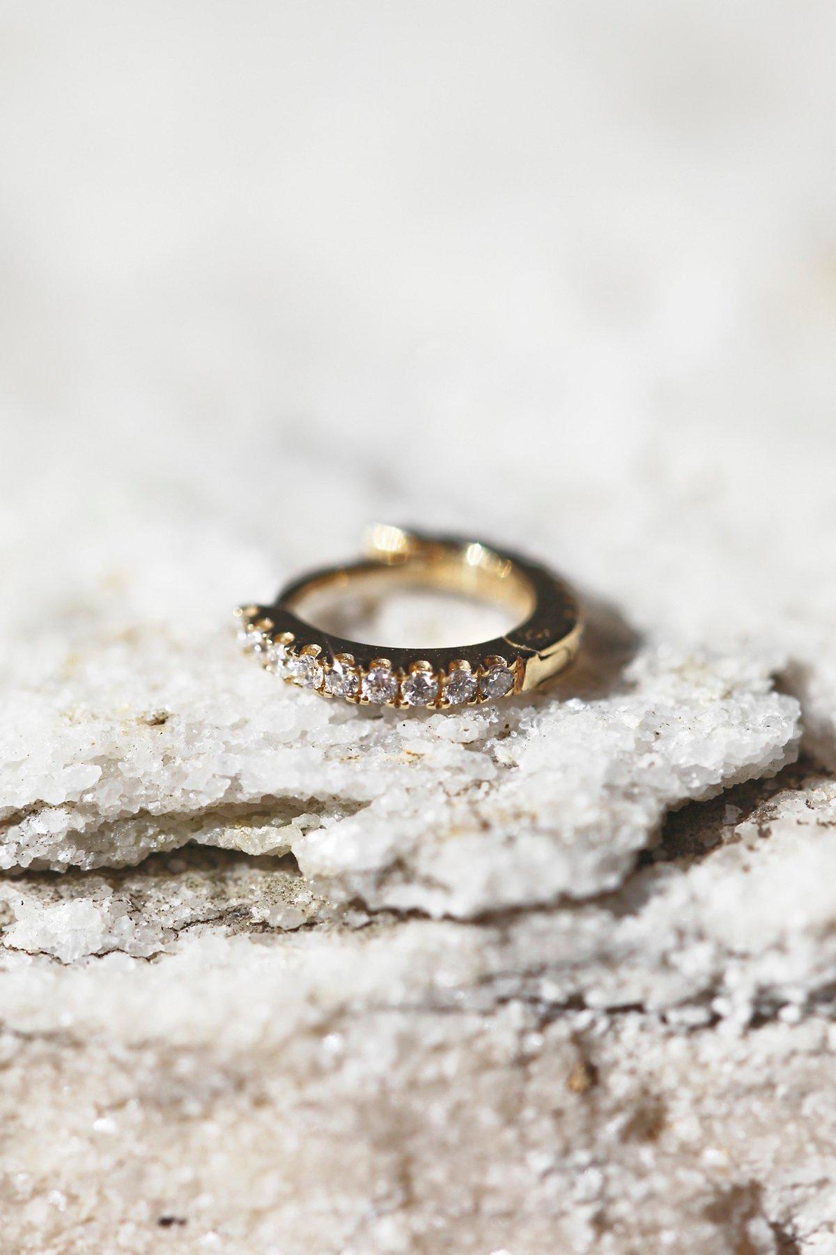 Eternity螺旋状钻石耳环