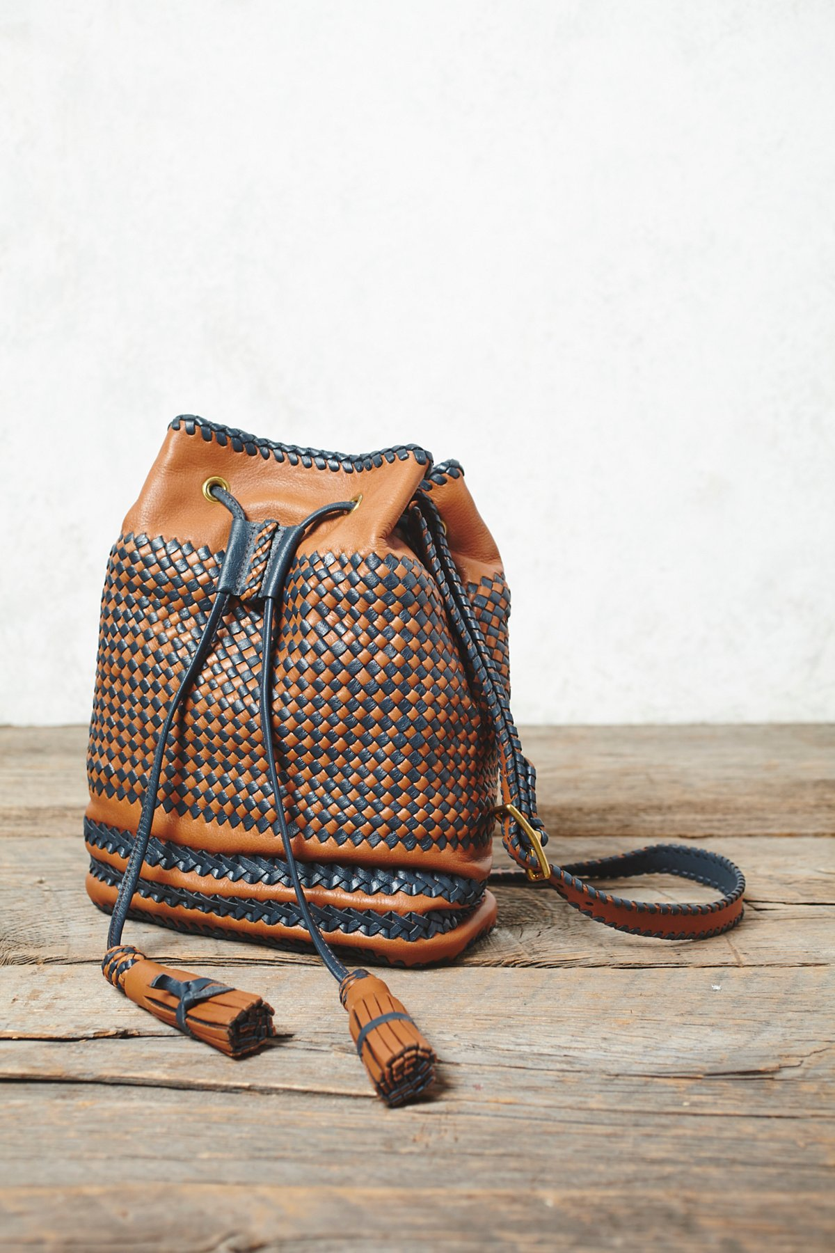 Jaque Mochila Woven Bucket Bag