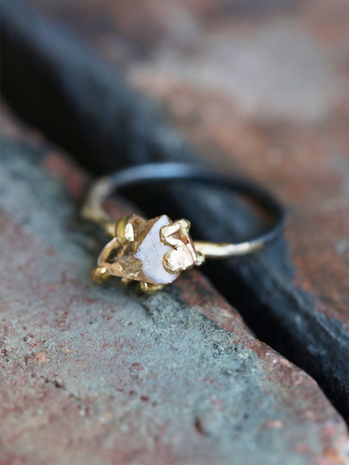 托帕石原石戒指