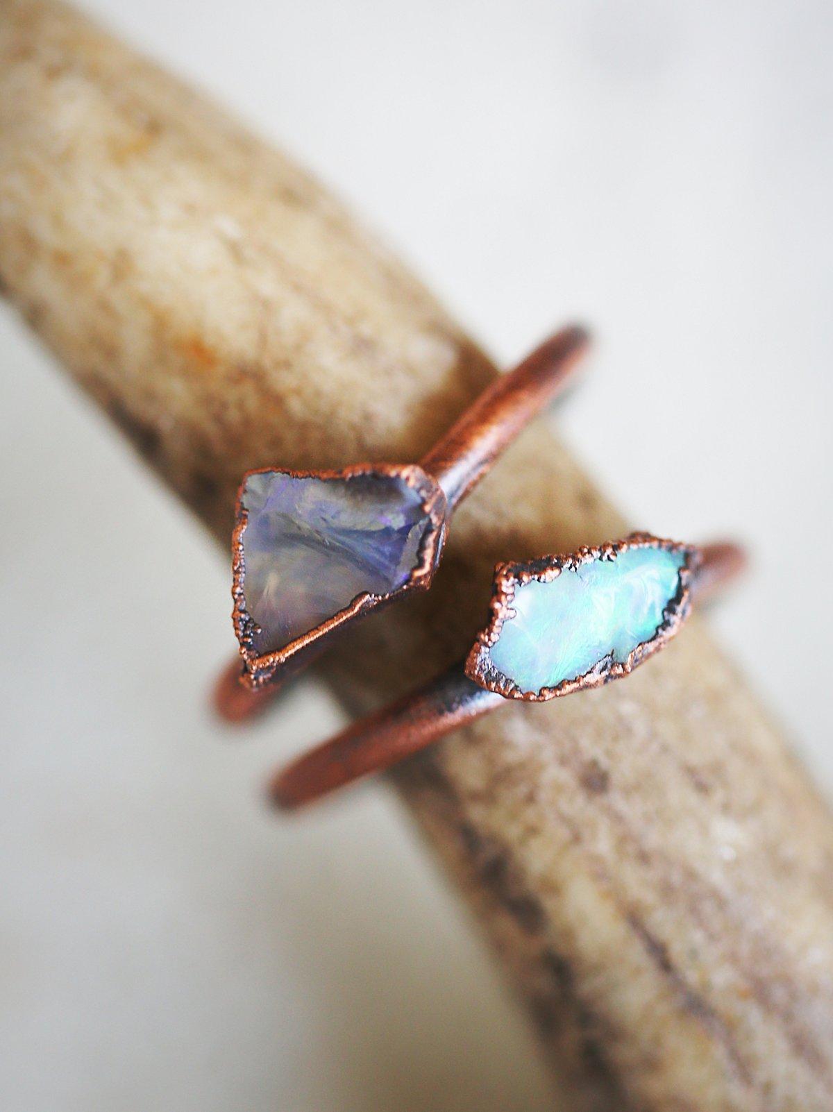 蛋白石原石戒指
