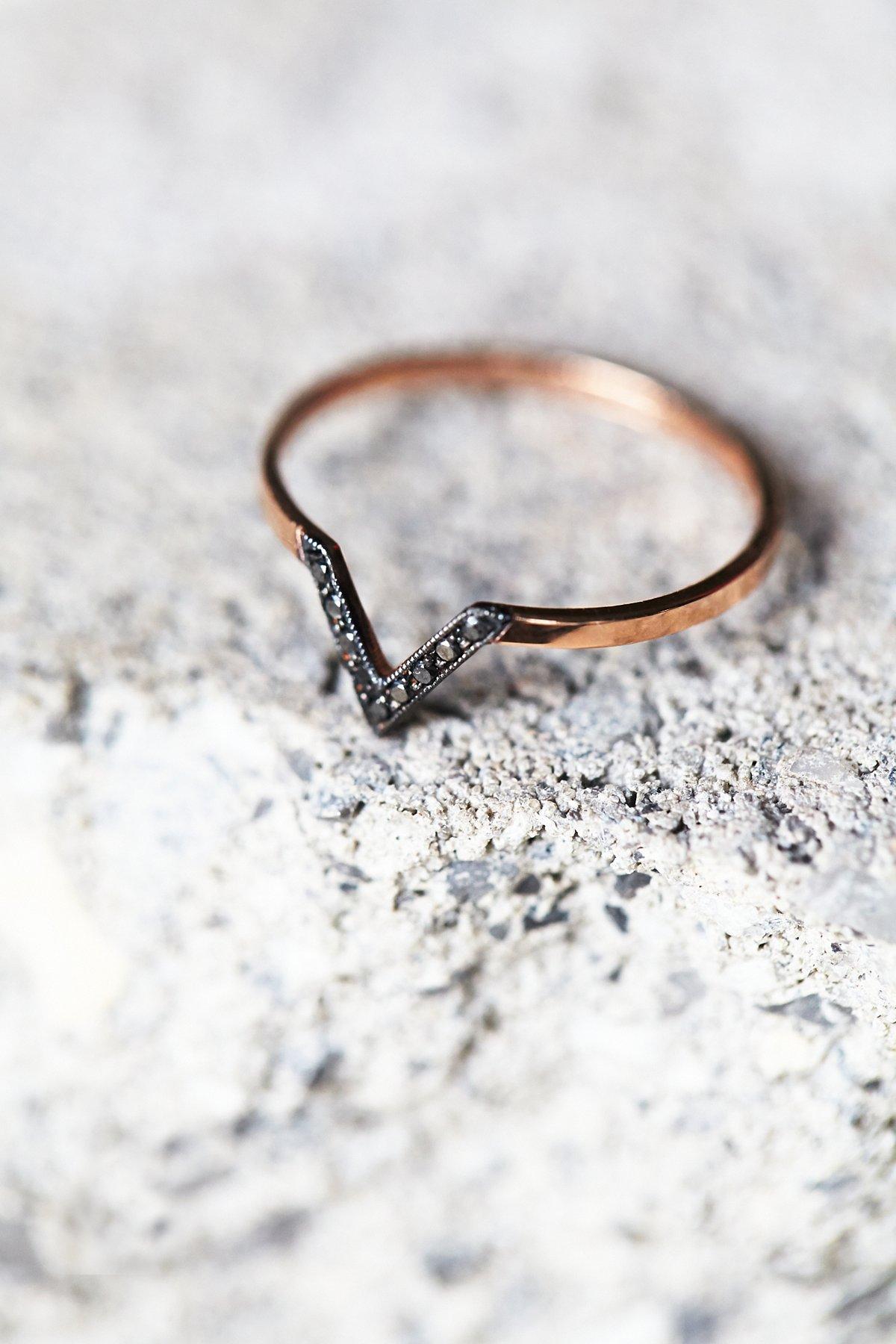 Black Diamond V Ring