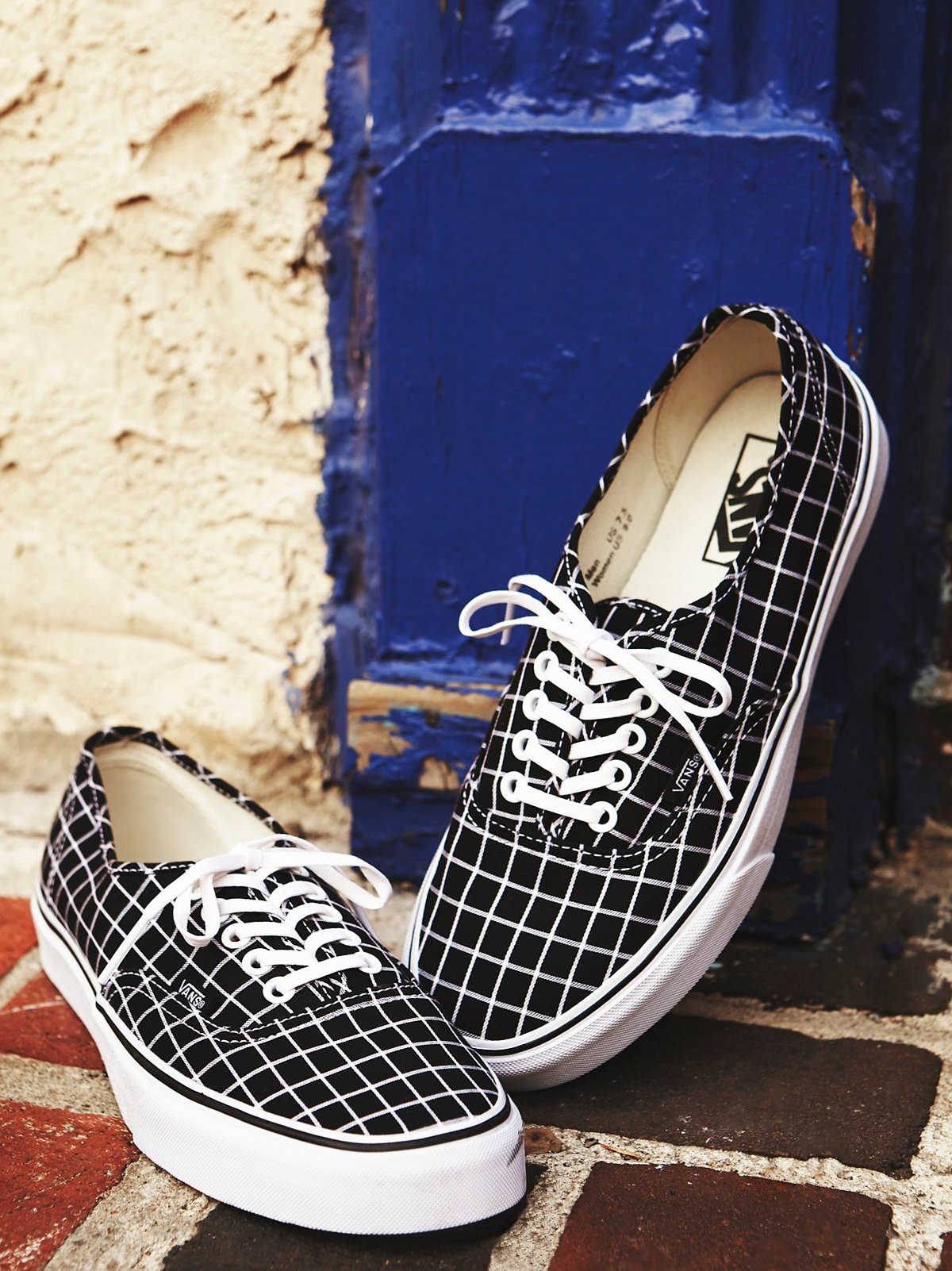 Authentic Grid Low Top Sneaker