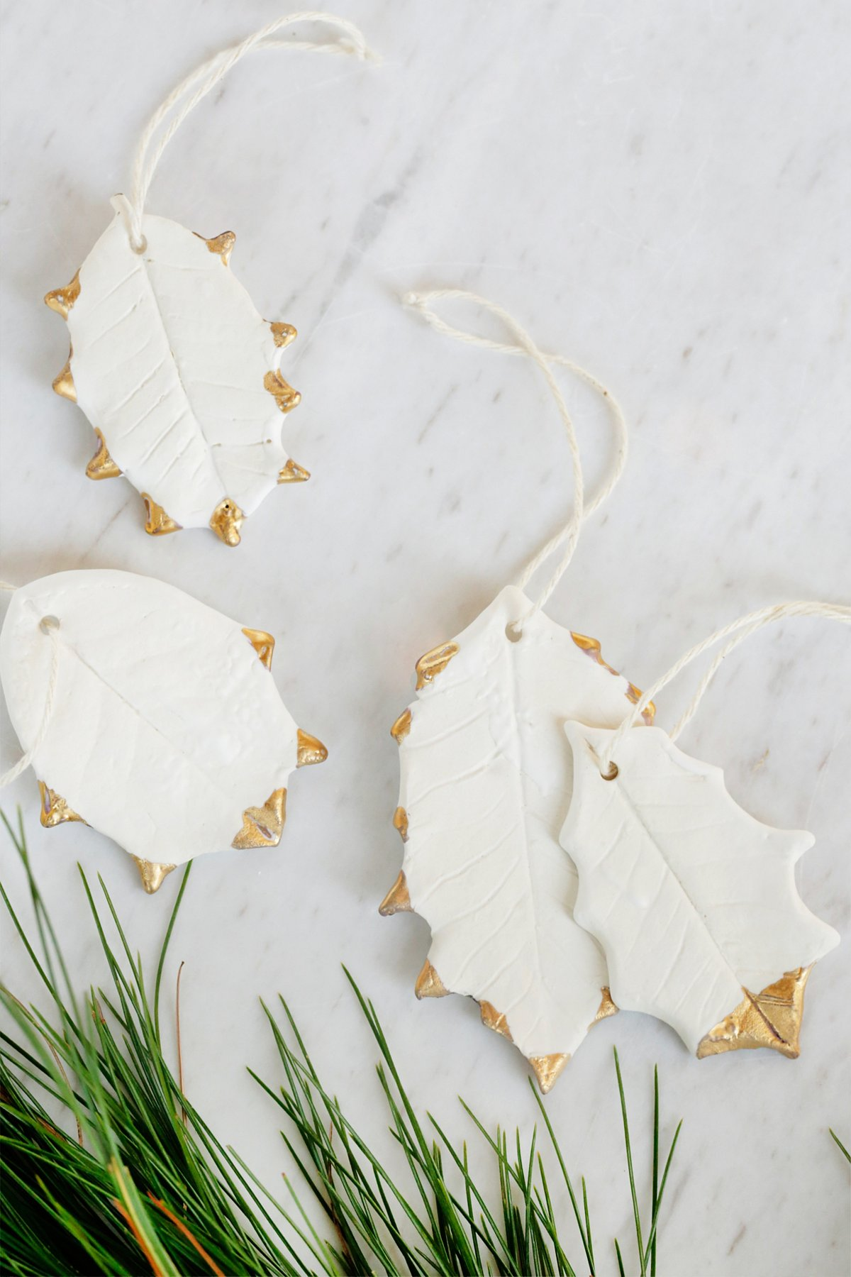 陶瓷冬青叶装饰品