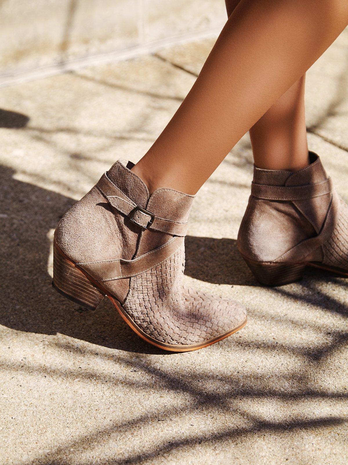 Venture踝靴
