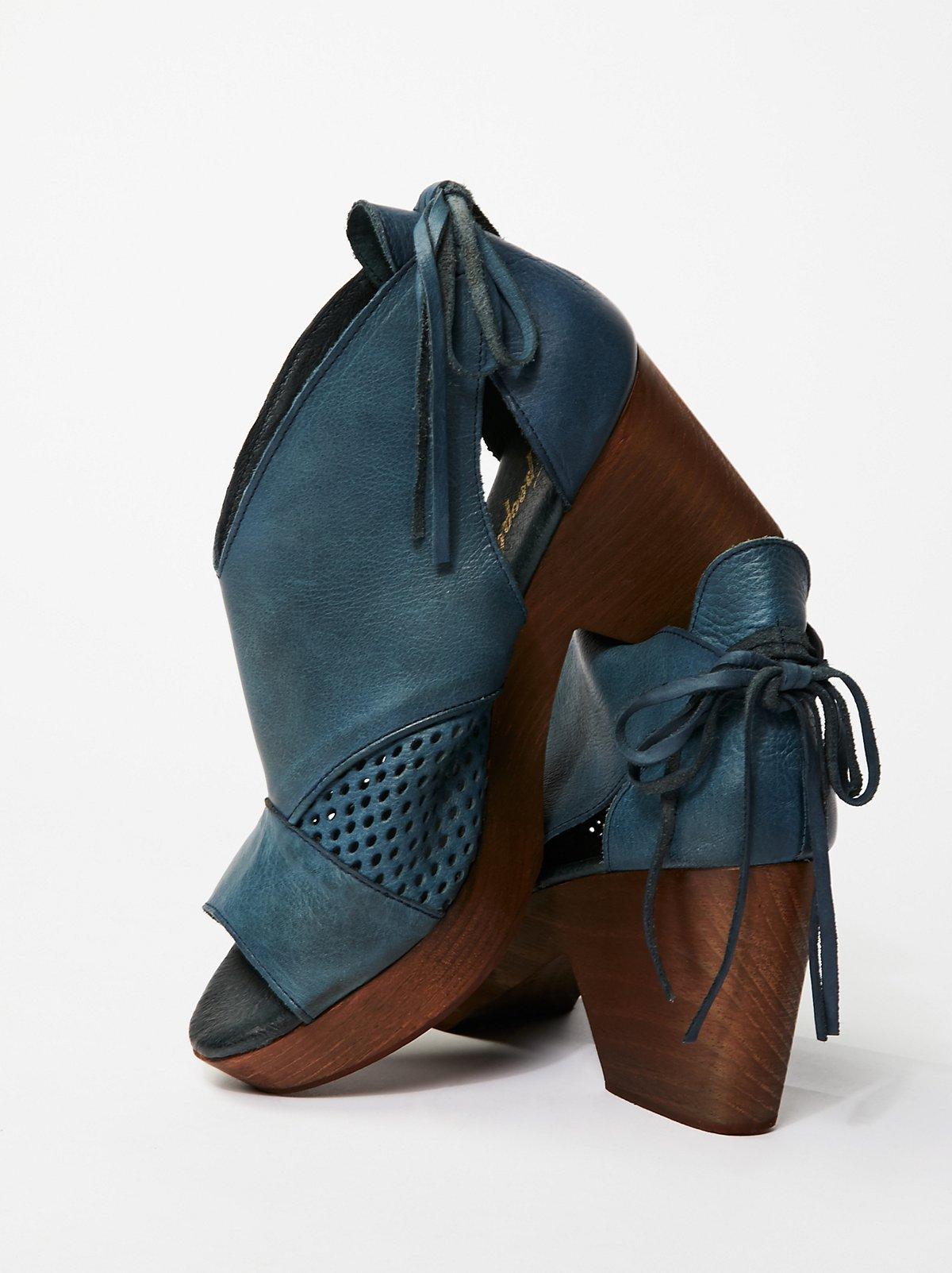 Revolver木底鞋