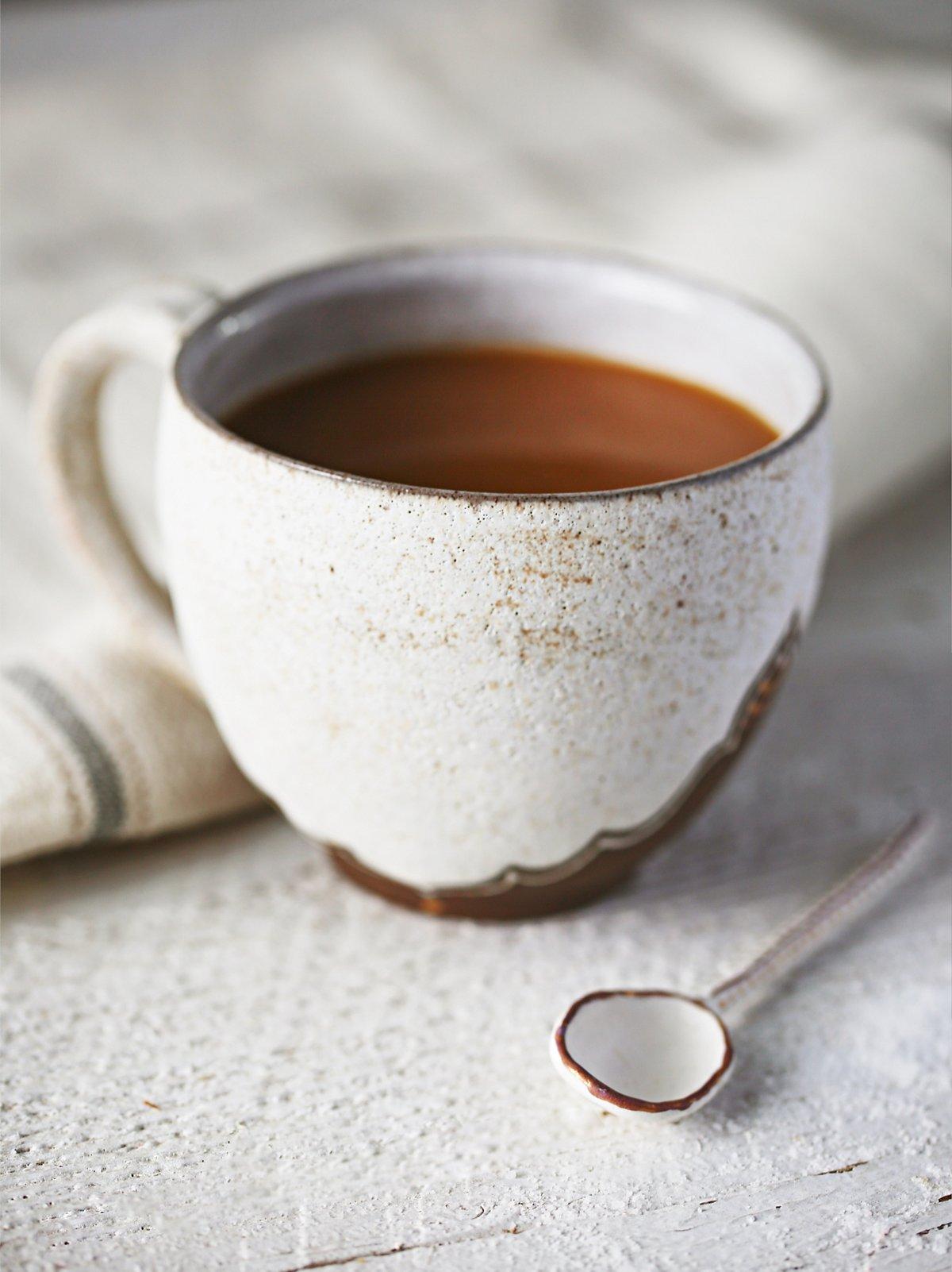 铜色咖啡杯