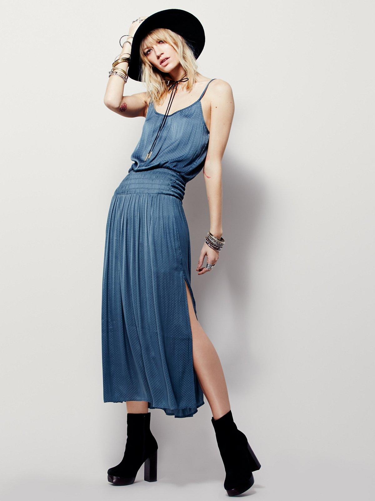 缩褶中长款连衣裙