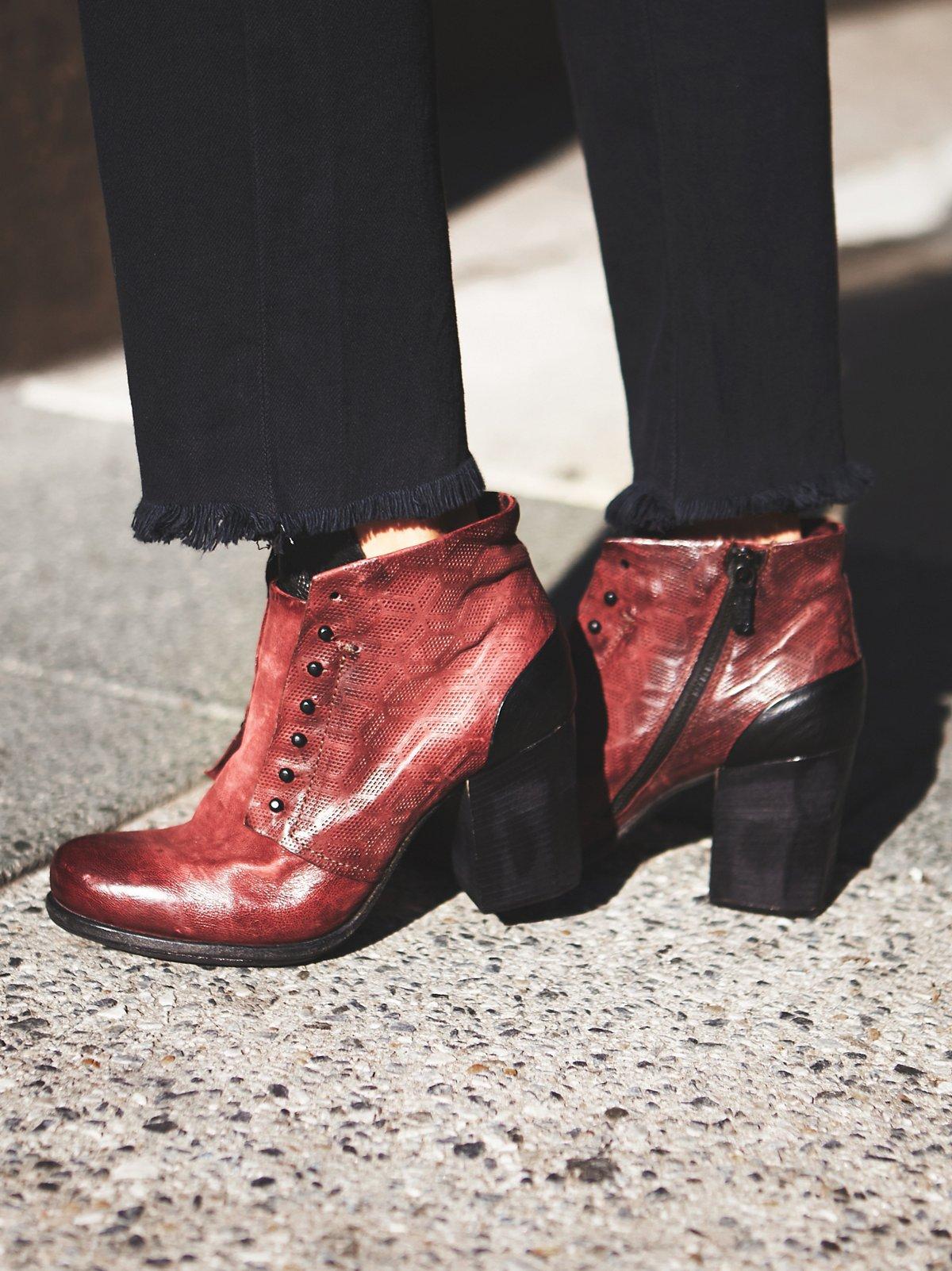 Weekender高跟靴
