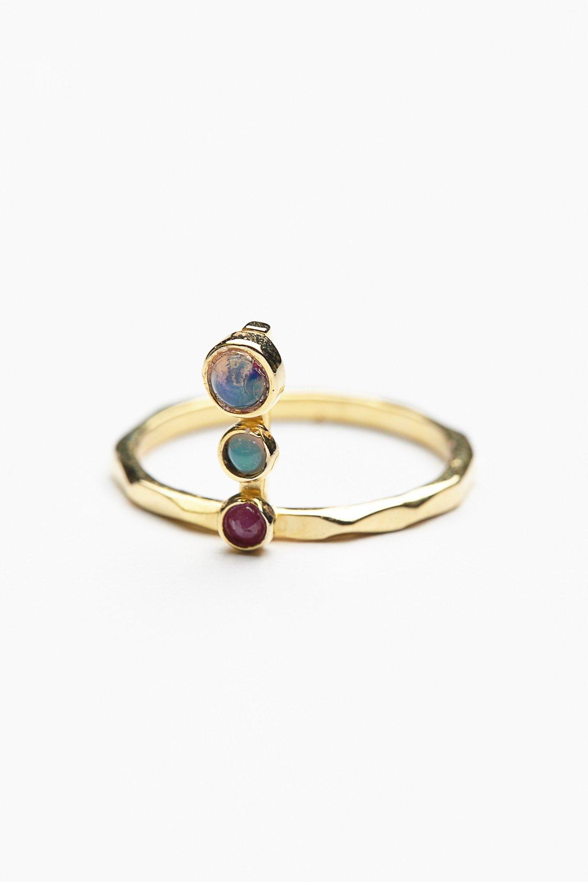 圆柱形宝石戒指