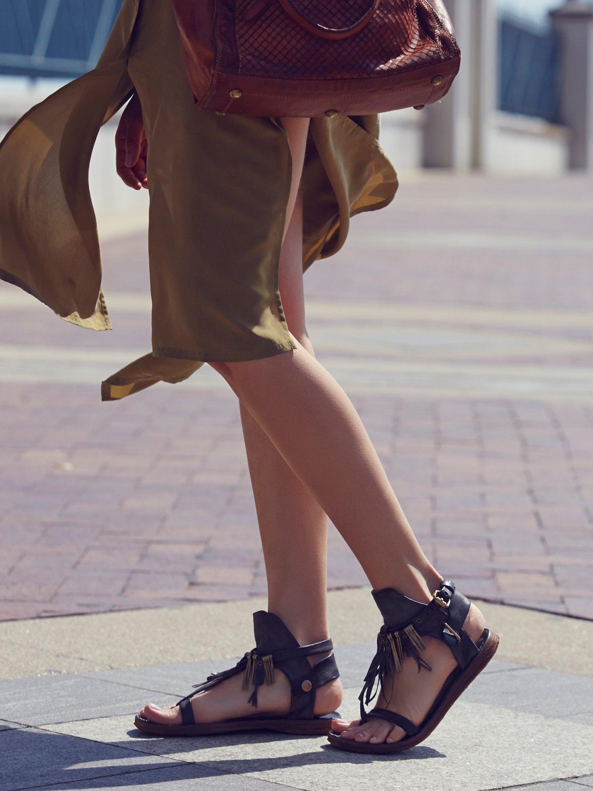 Lifetime流苏凉鞋