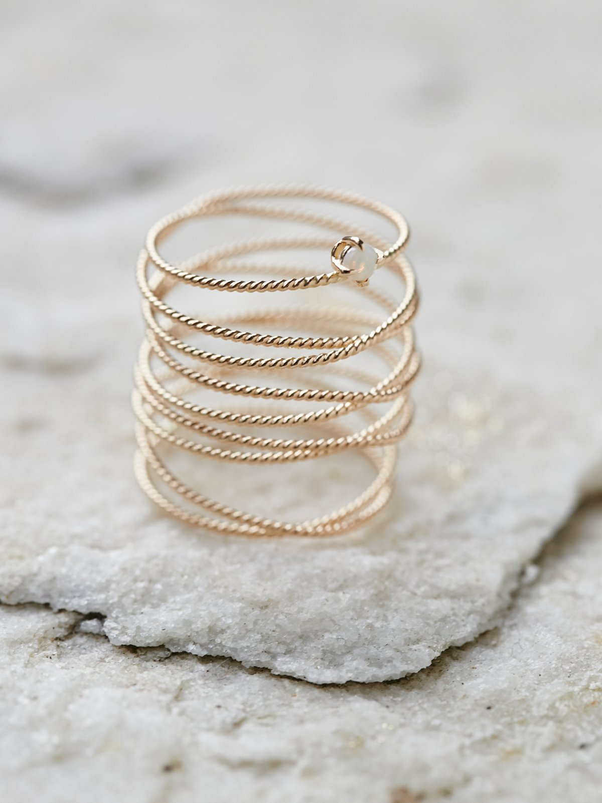 Amelia蛋白石环绕戒指