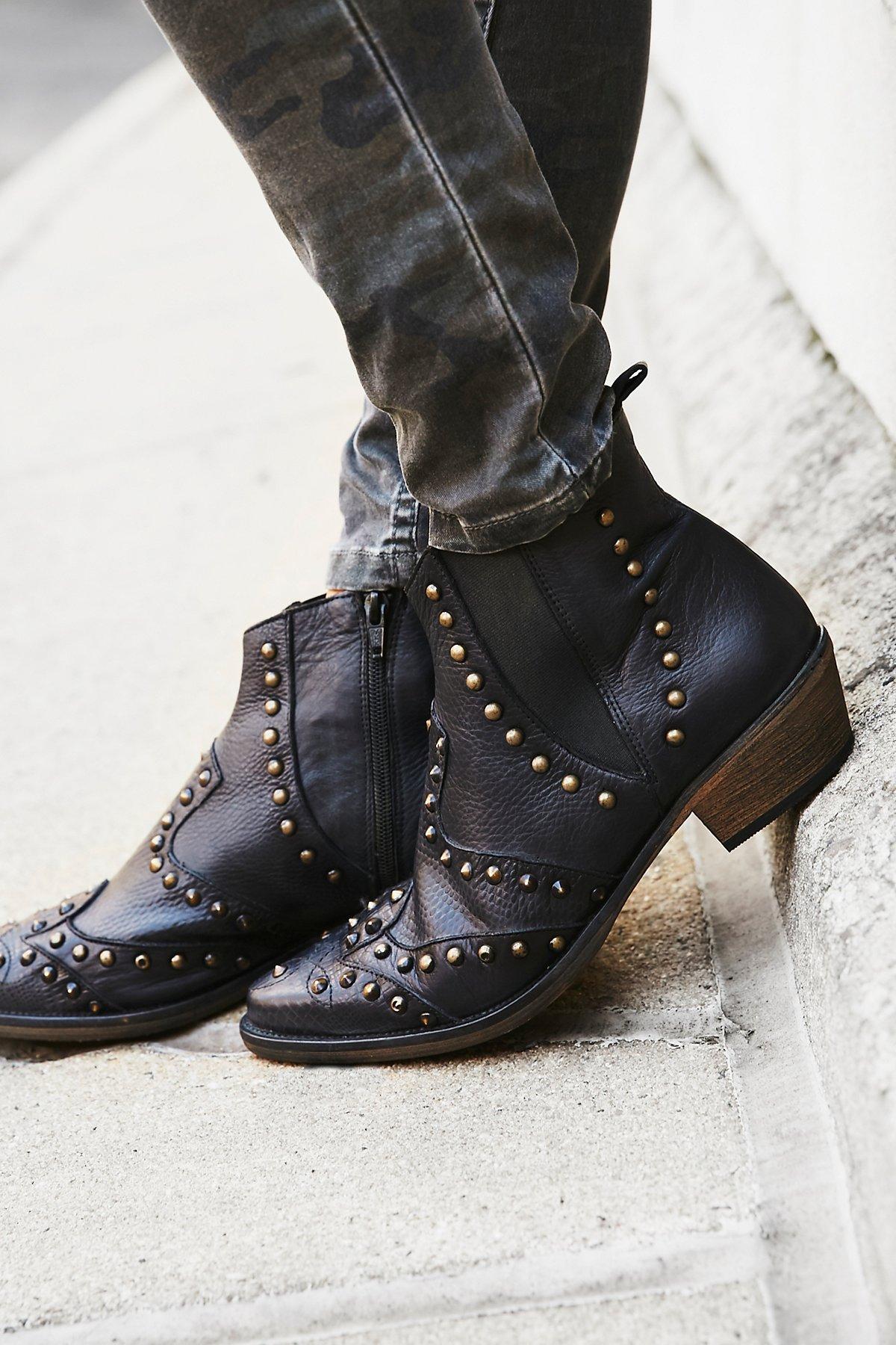 Jones饰钉西部靴