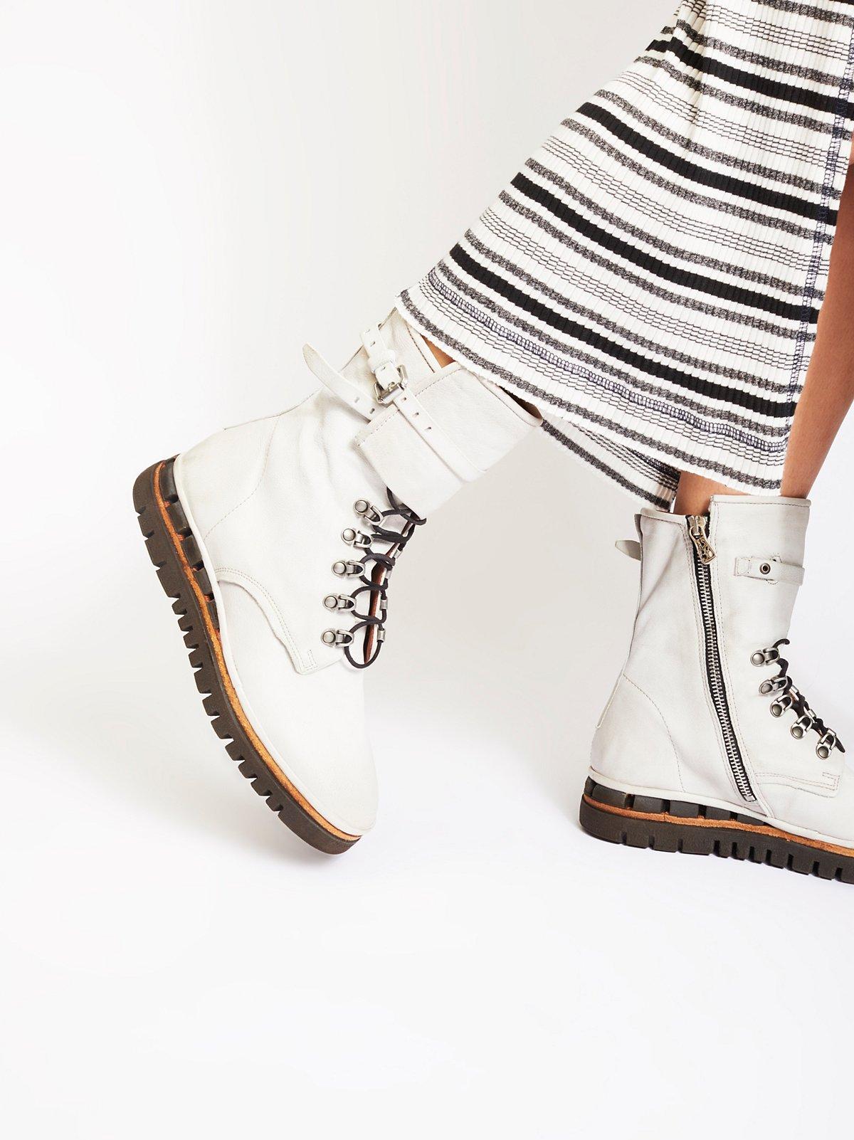 Dark Coastal系带皮靴