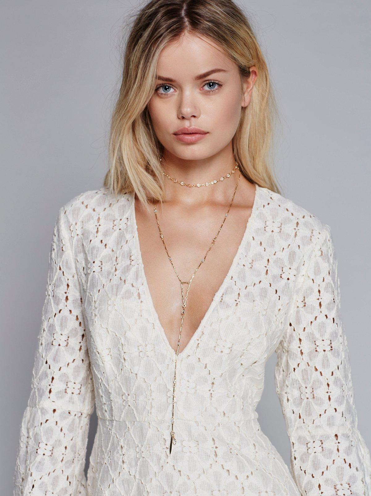 精美乳白色玫瑰园项链