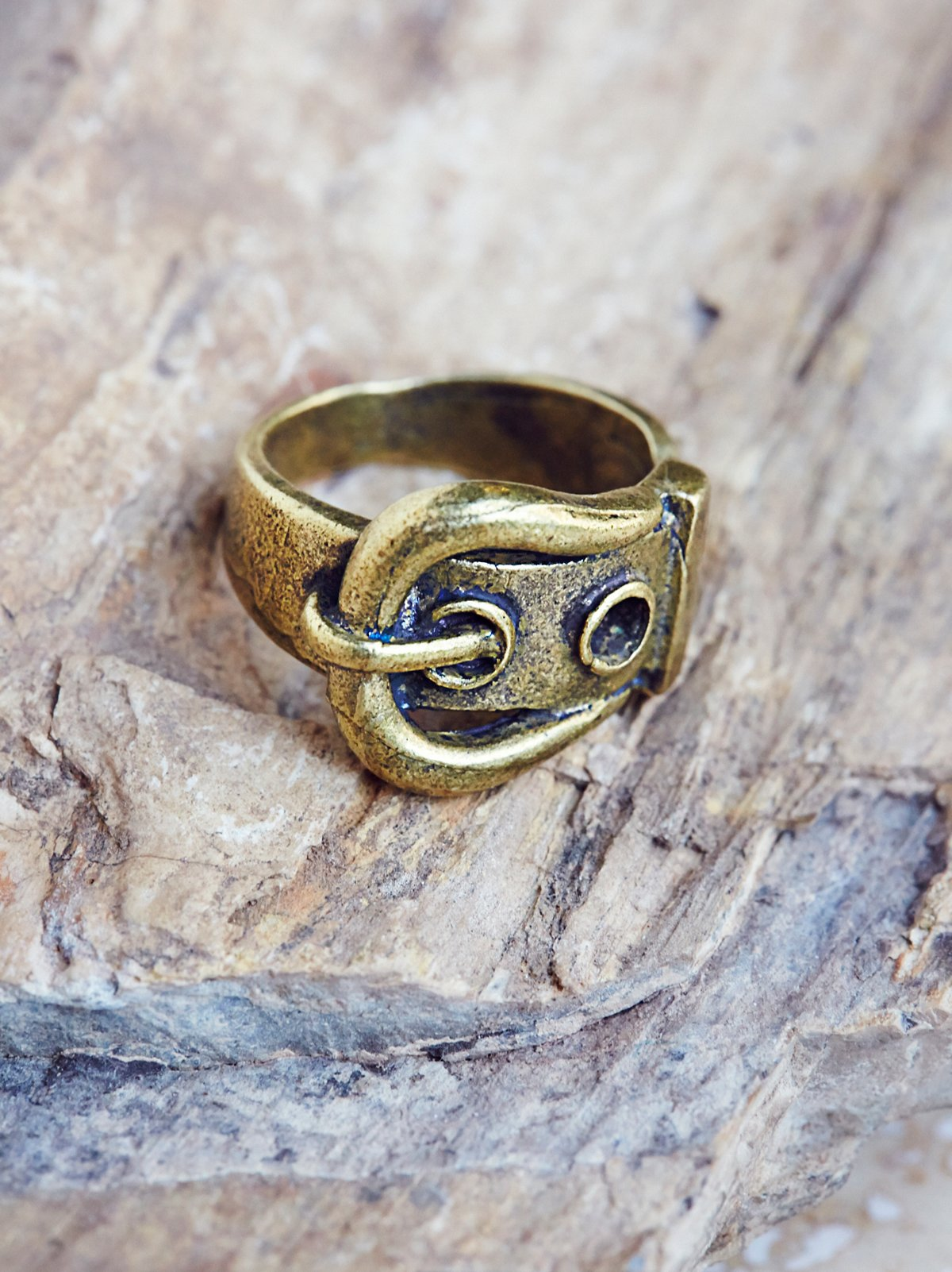Retro Buckle Band Ring