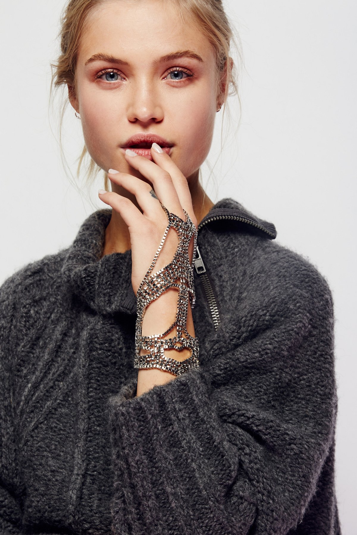 Night Passage Chain Glove