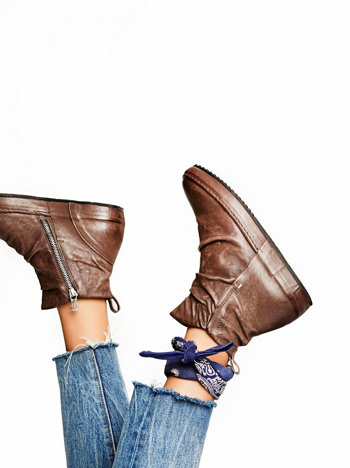 Russell运动鞋