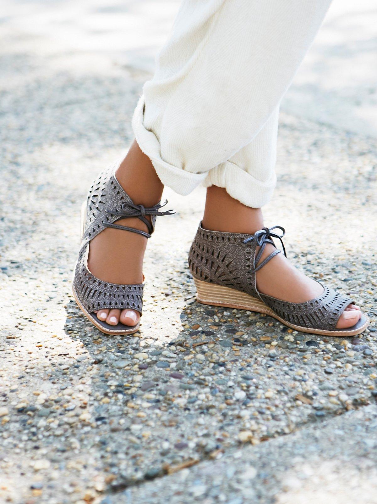 Serena迷你坡跟鞋