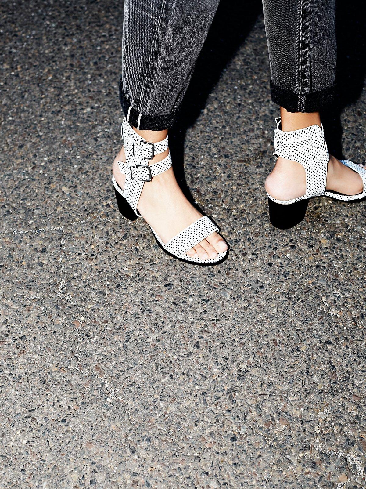 Pandora粗跟高跟鞋