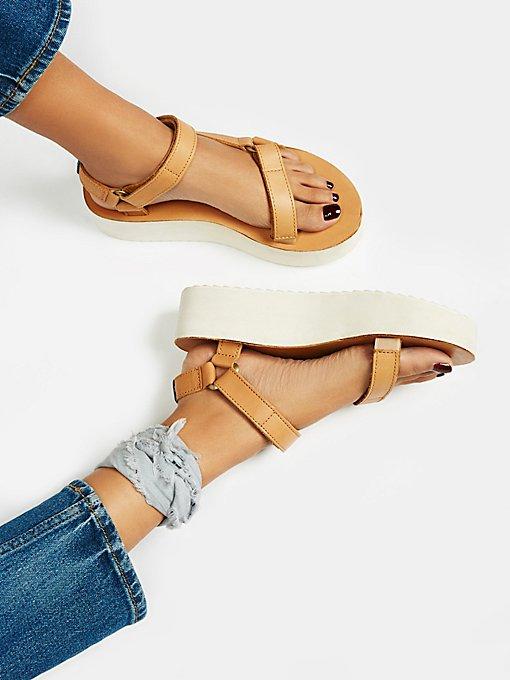 Product Image: Universal Crafted Teva厚底凉鞋