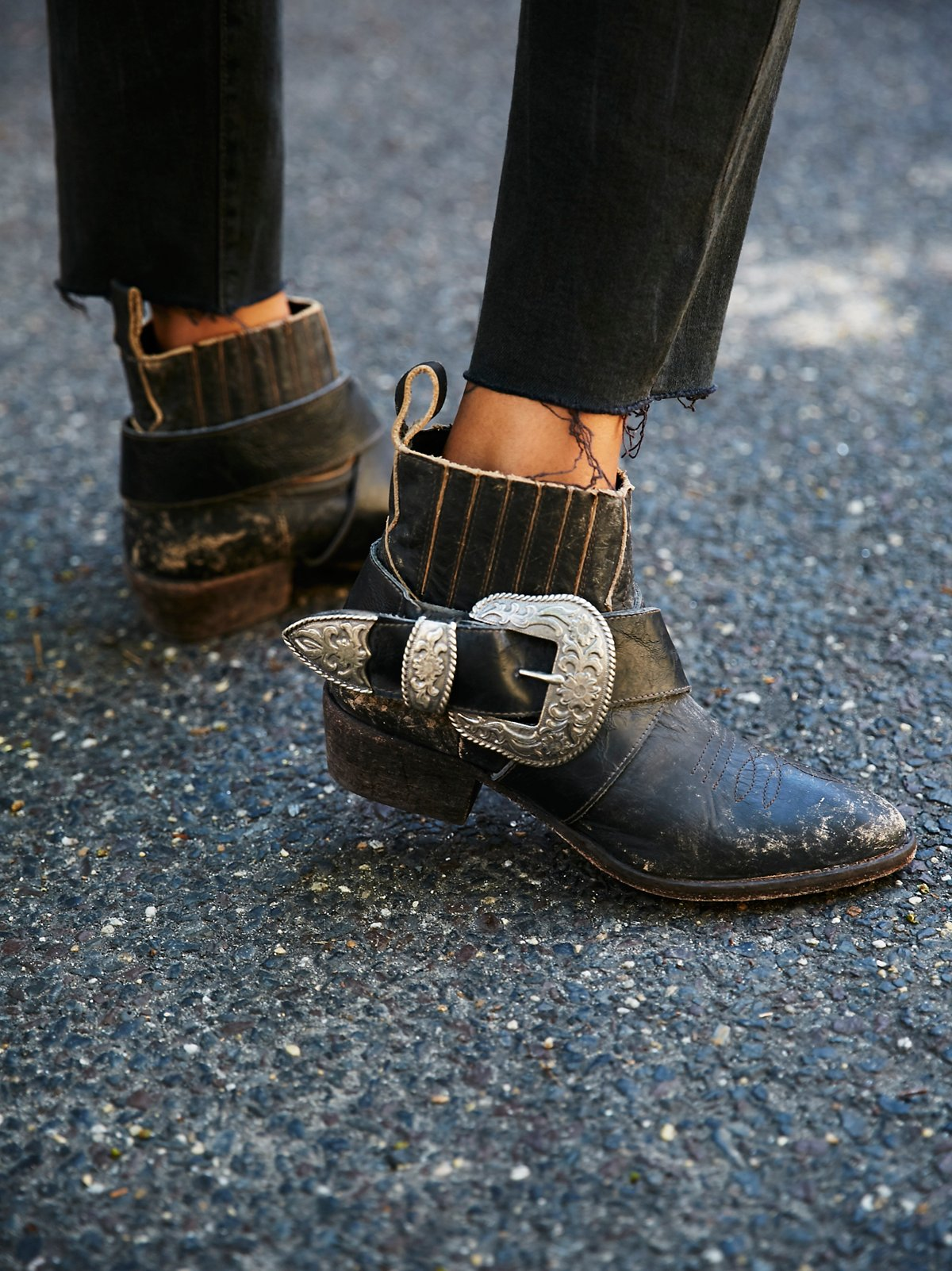 Understated机车靴