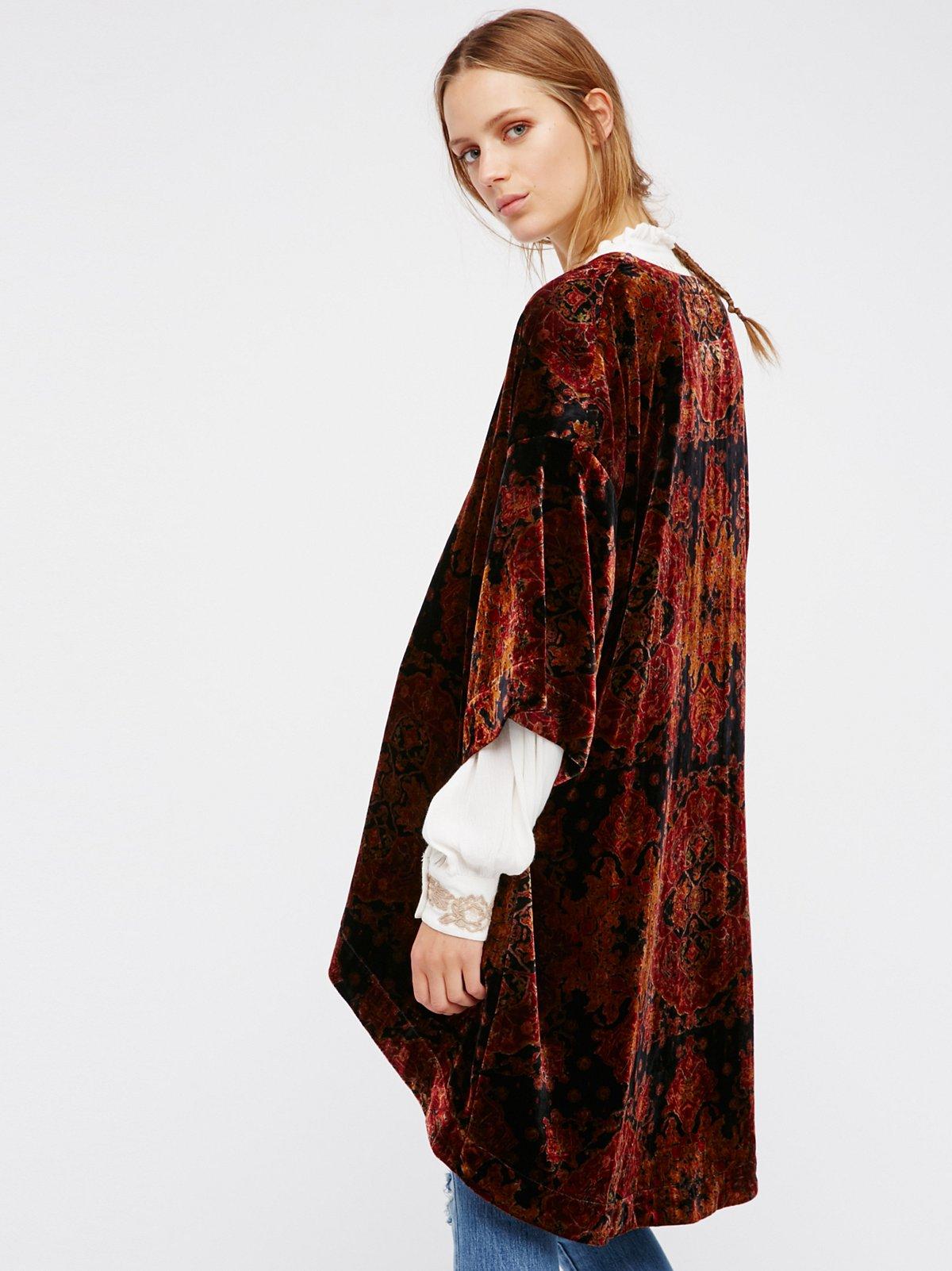 印花天鹅绒和服式上衣