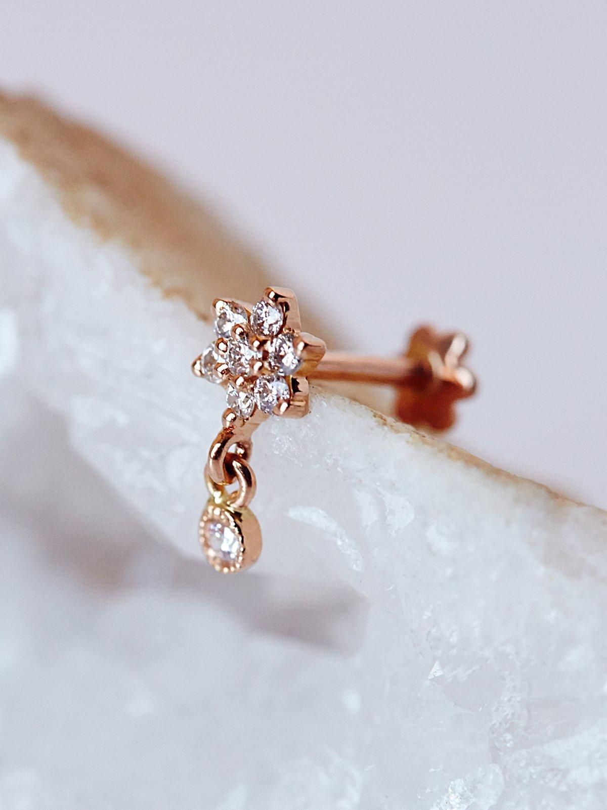 钻石耳坠花朵形穿耳耳钉