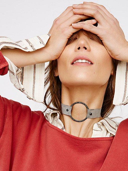 Product Image: 镶钻圆环绒面革颈链