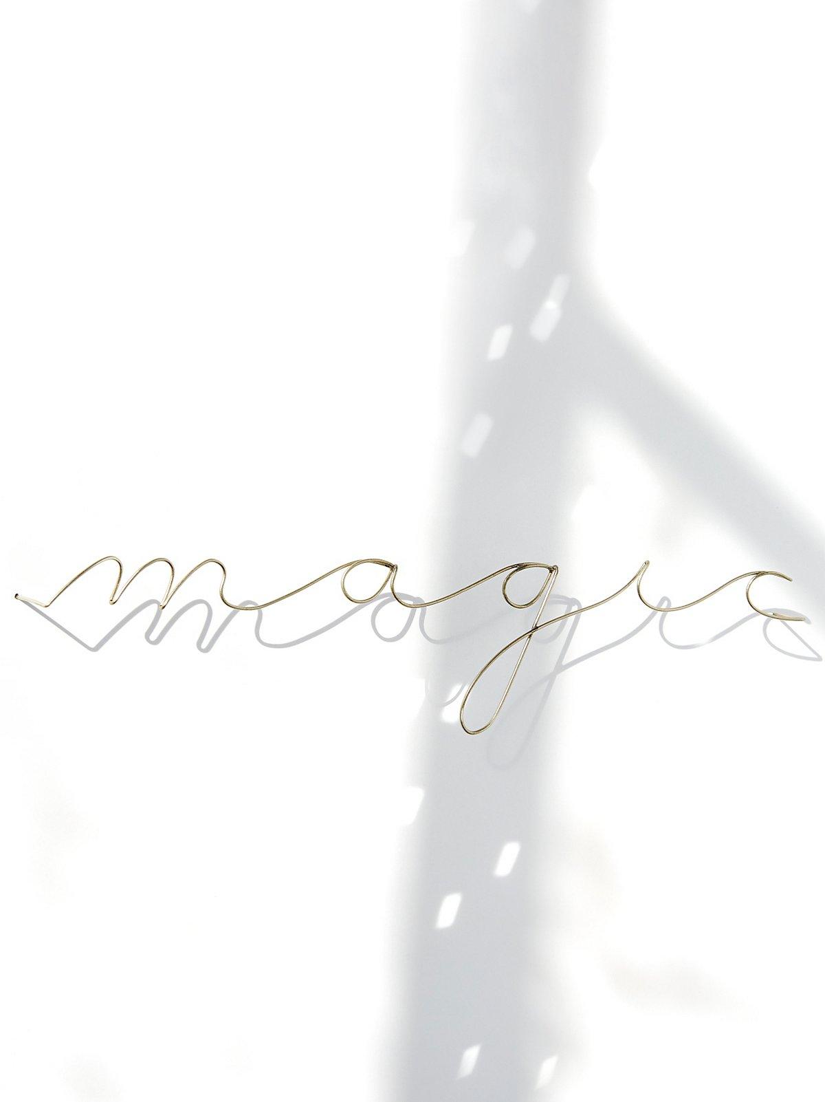 """钢丝文字""""Magic"""""""