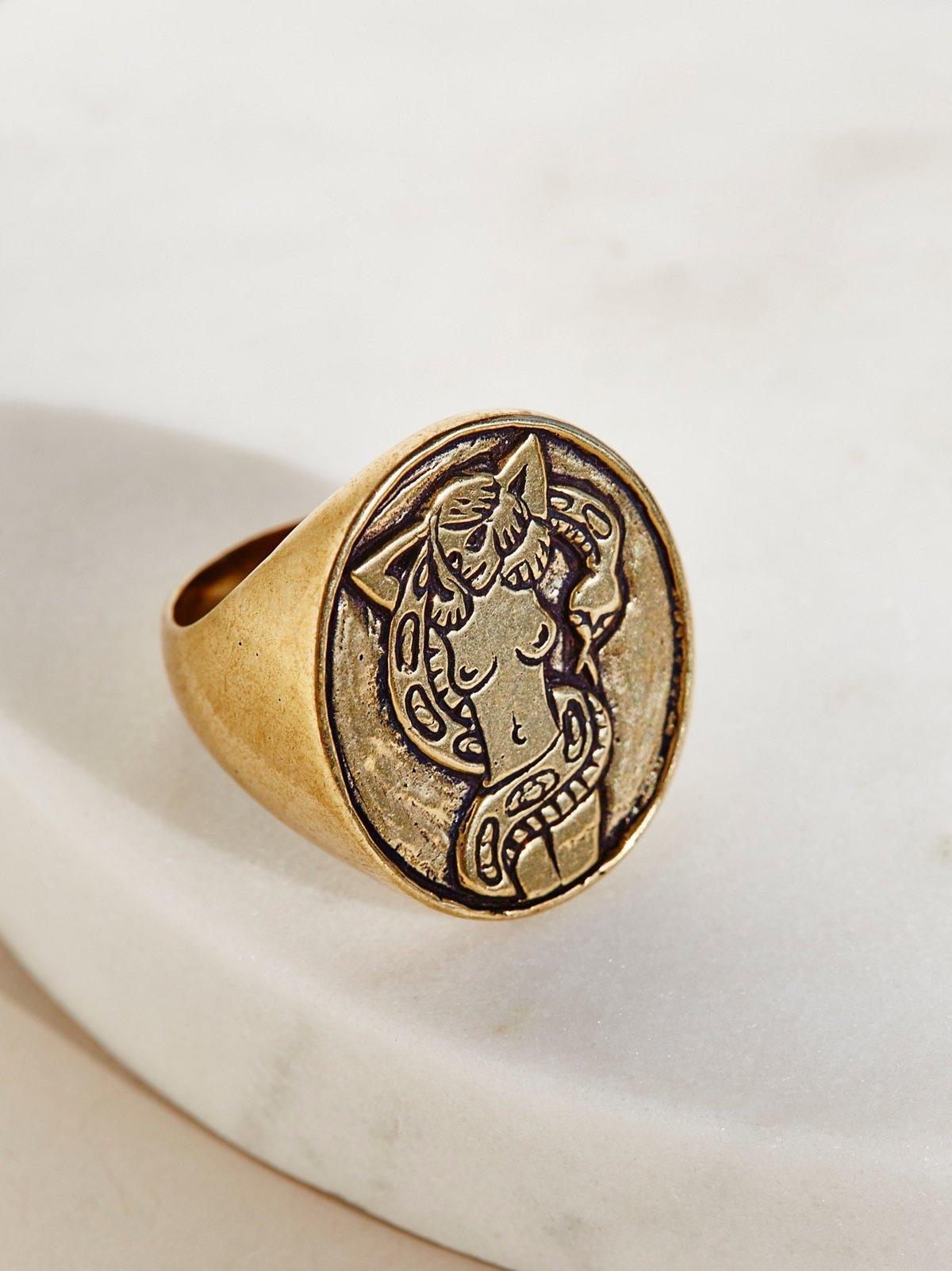 Zorita Signet Ring
