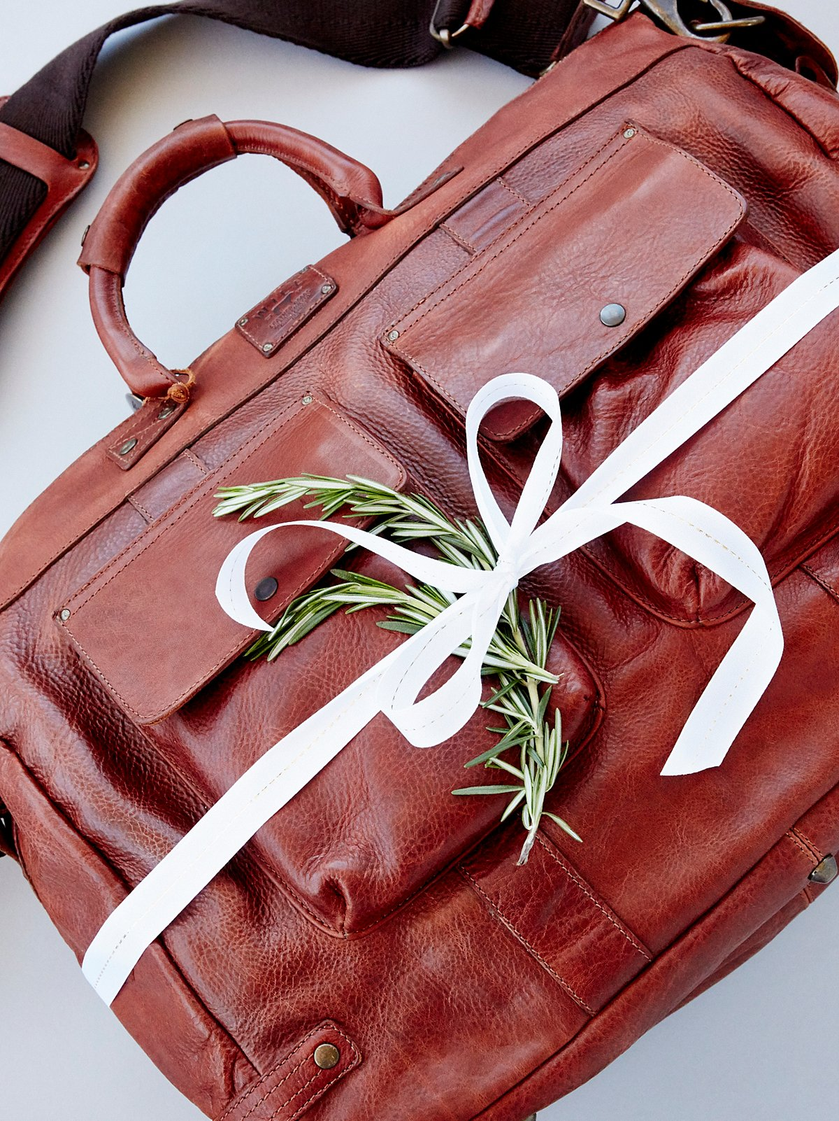 皮革旅行包和枕头套装
