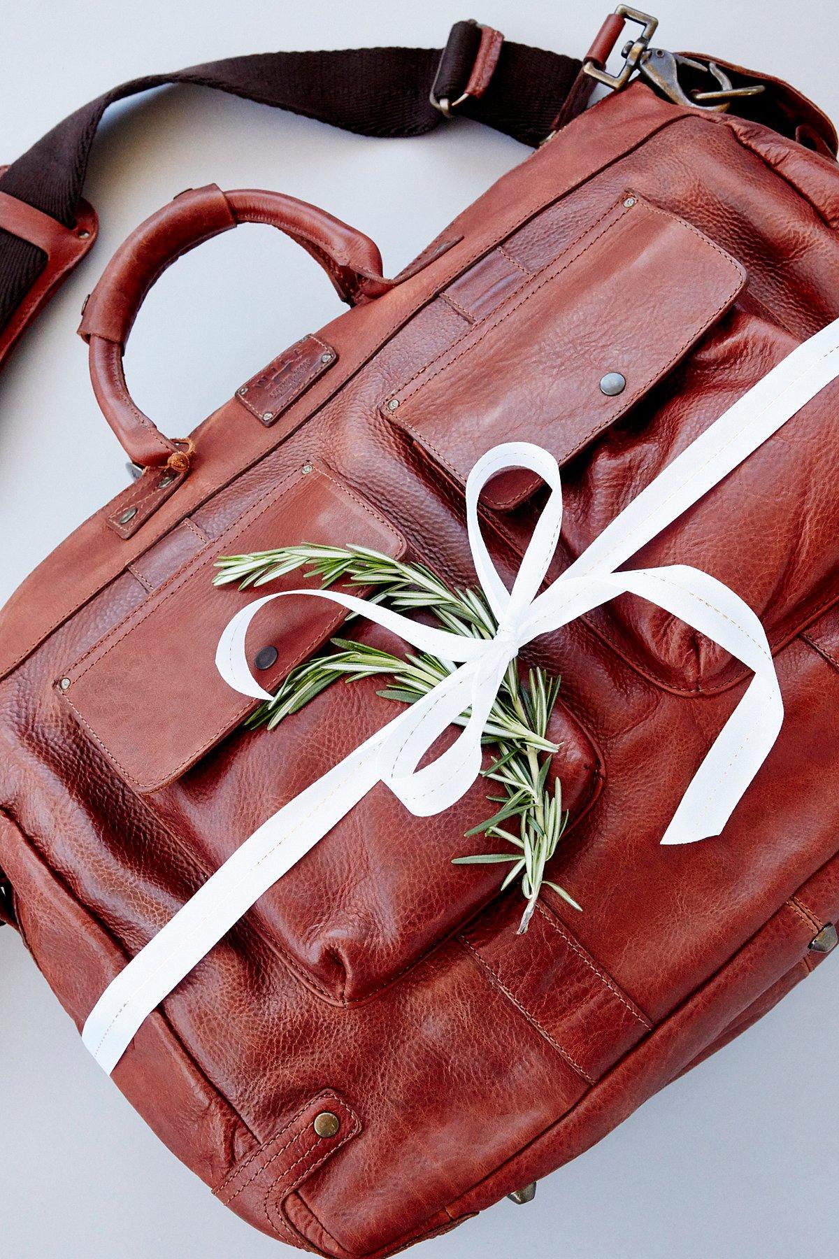 Leather Traveler Duffel Bag x Pillow Set