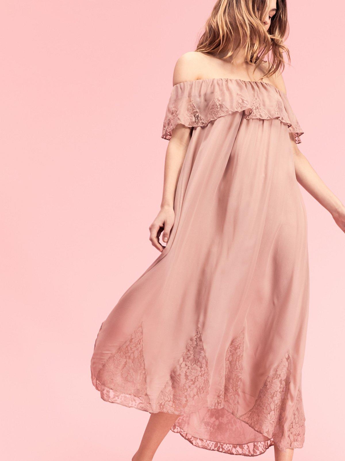 复古蕾丝高低下摆长连衣裙