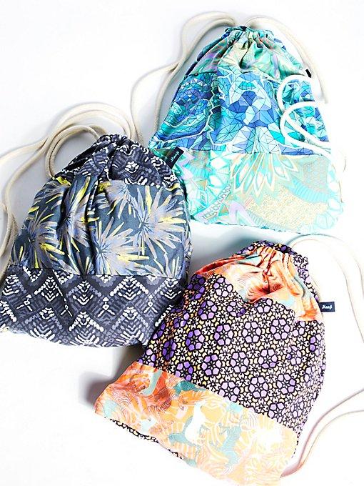 Product Image: 印花运动风抽绳背包