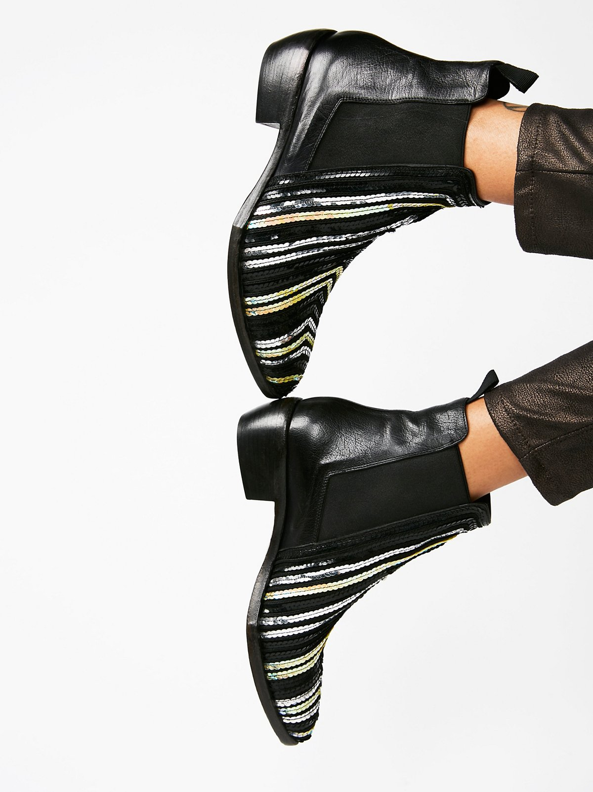 Major缀饰靴子