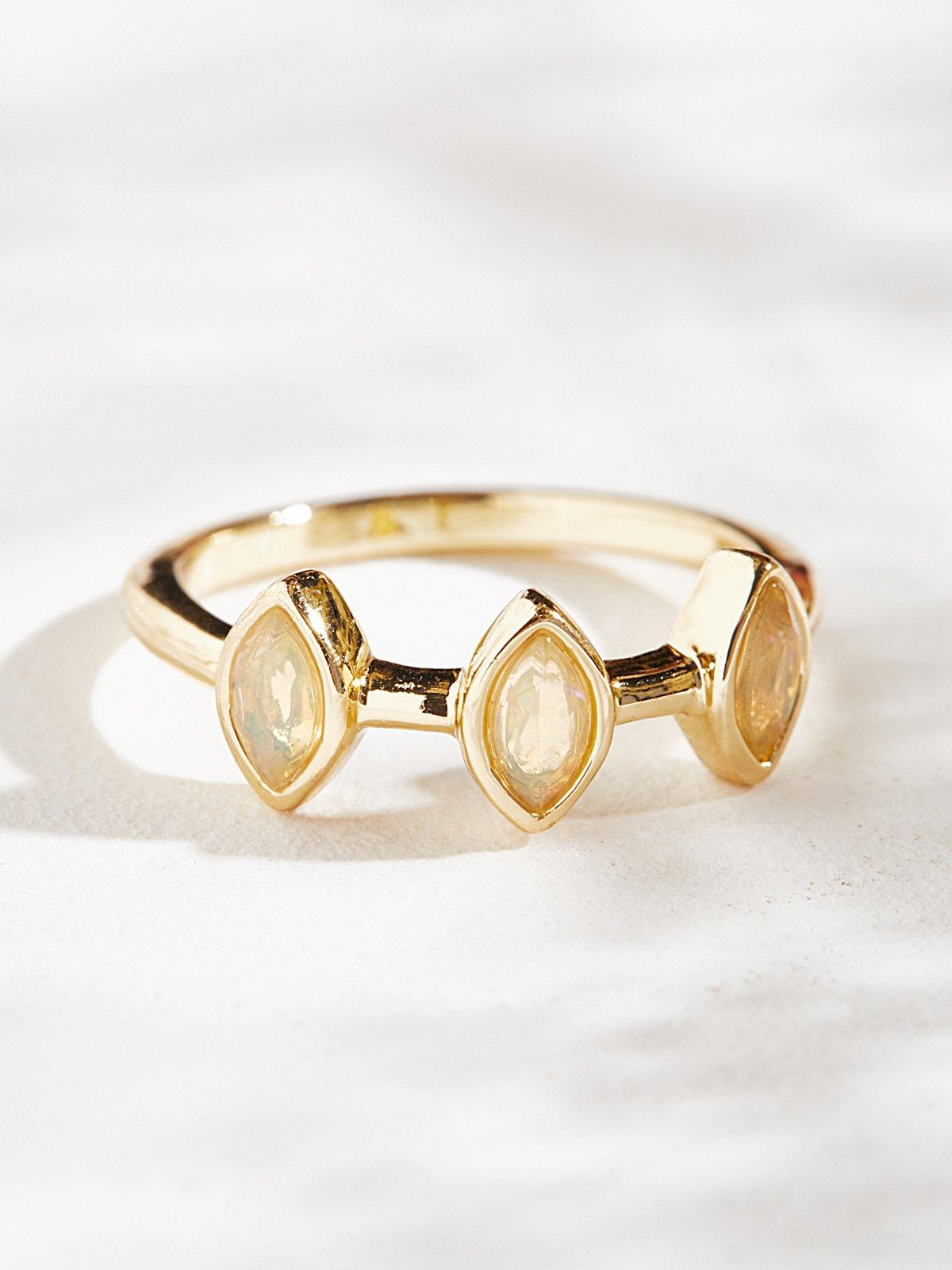 Triple Crown蛋白石戒指