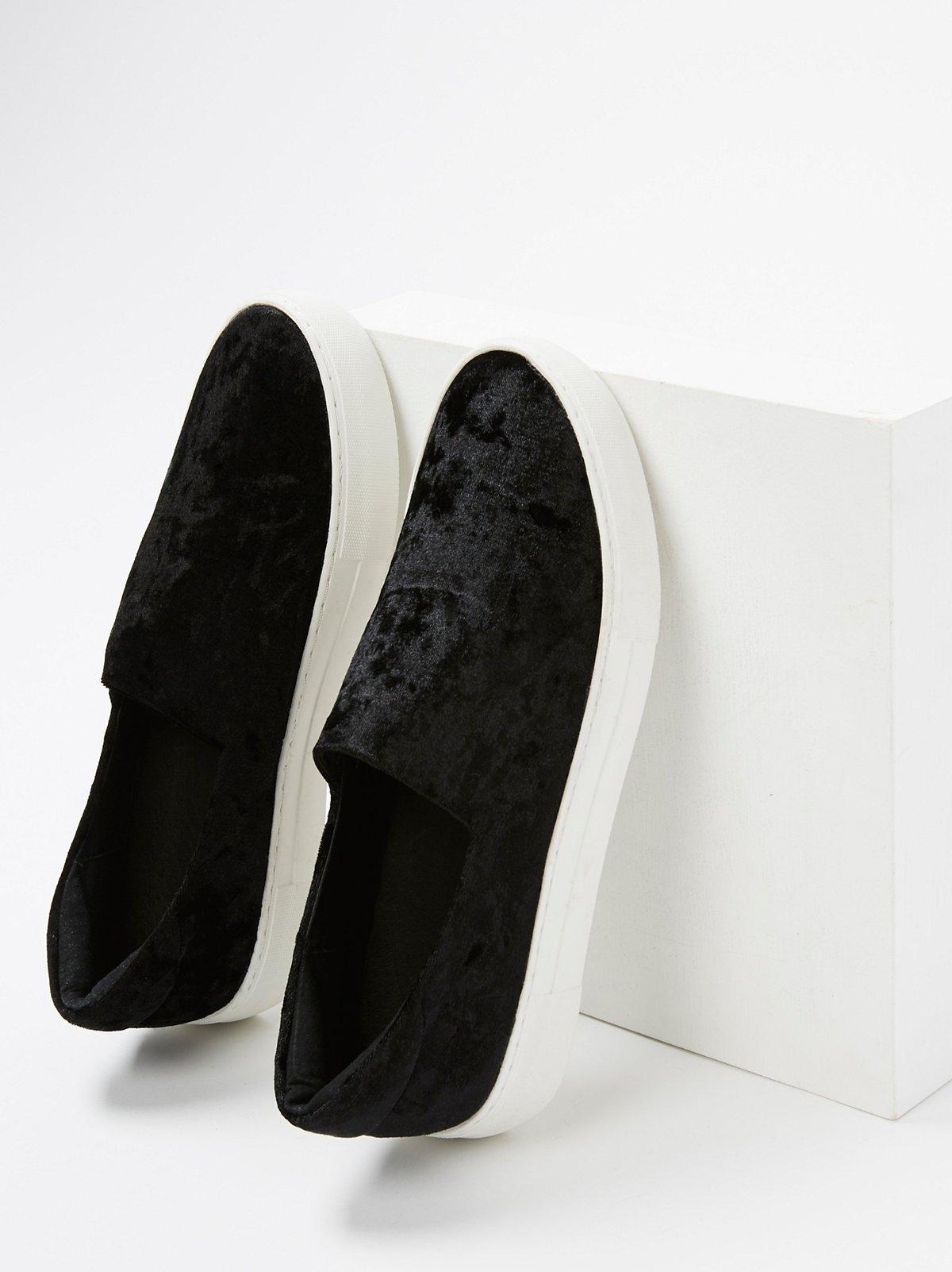 天鹅绒套穿式运动鞋