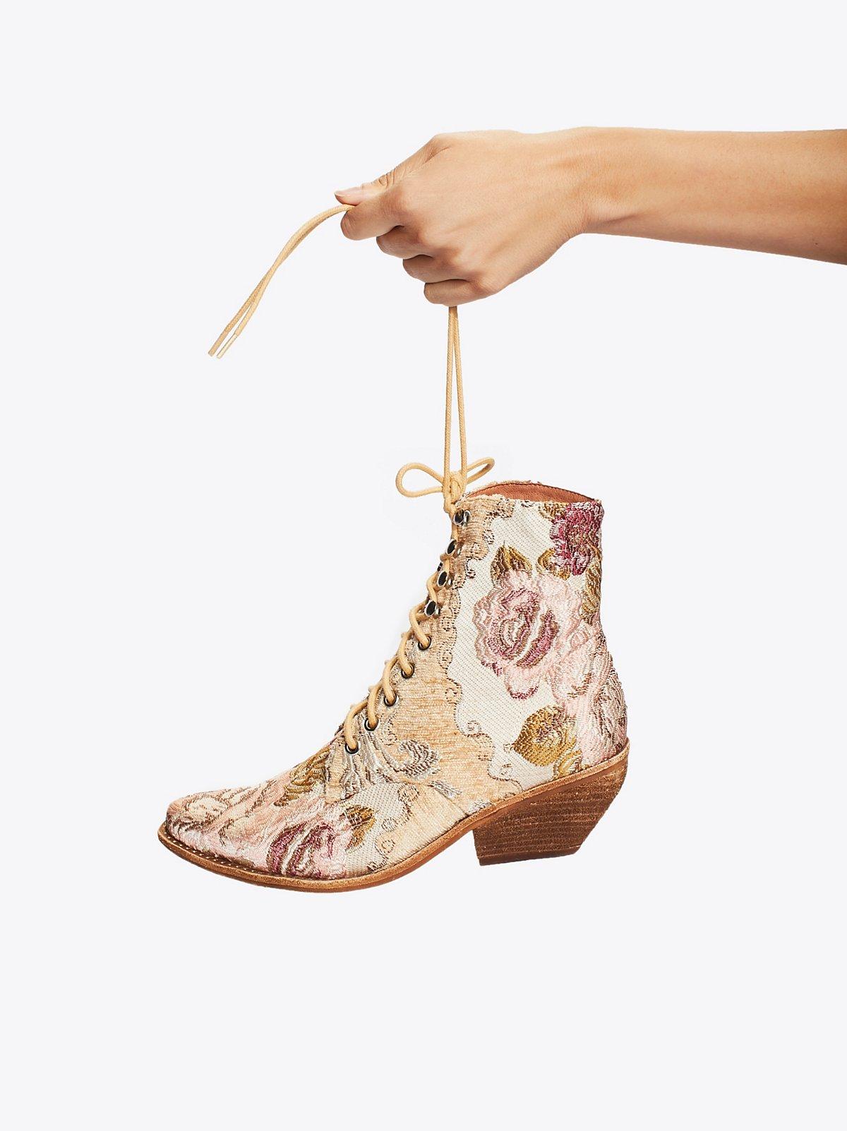 Grove系带西部靴