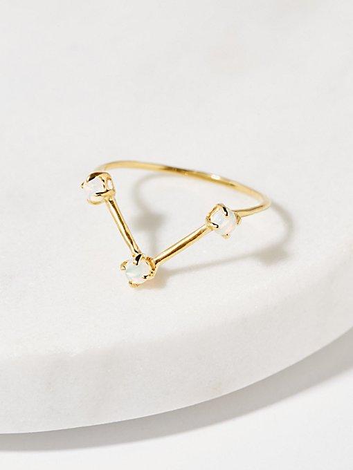 Product Image: 镶嵌三颗蛋白石精致戒指