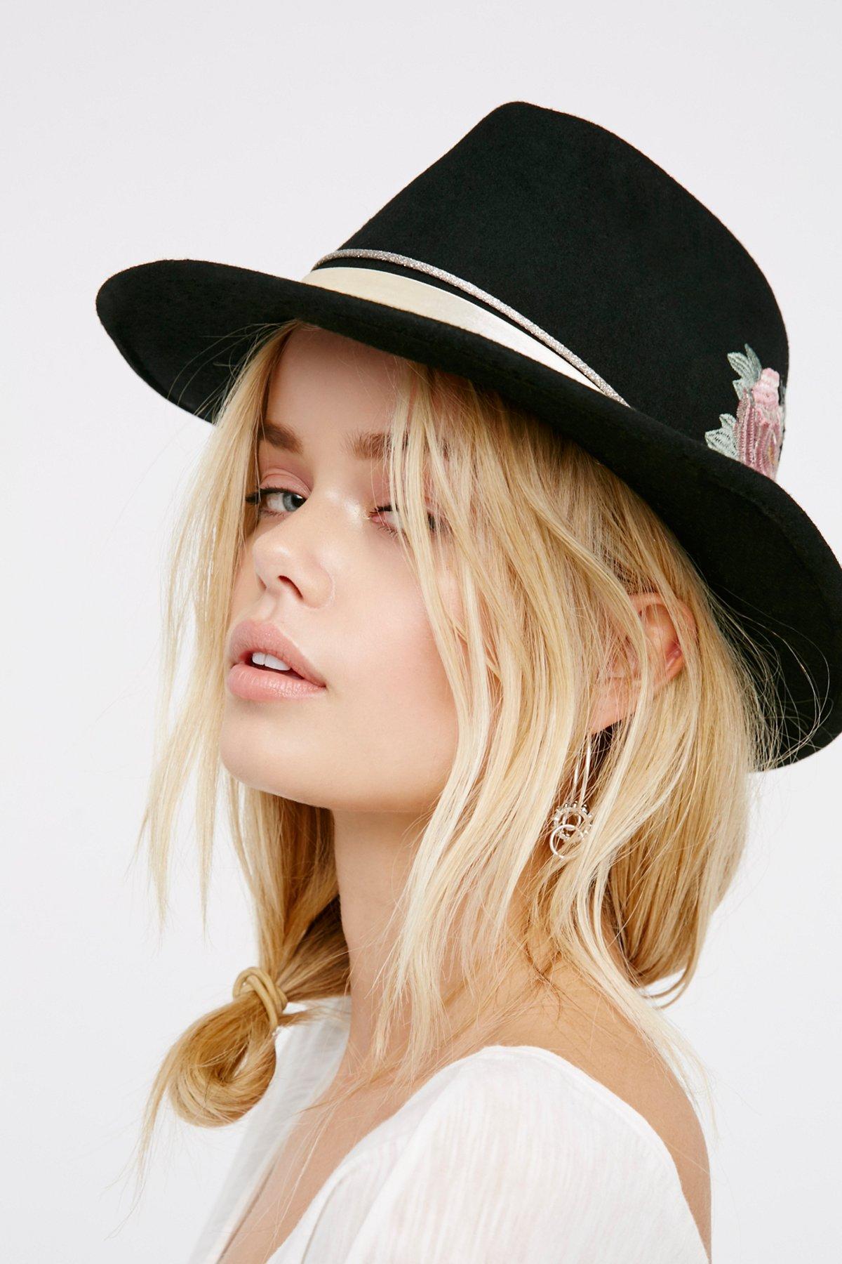 花朵刺绣图案女童毡帽
