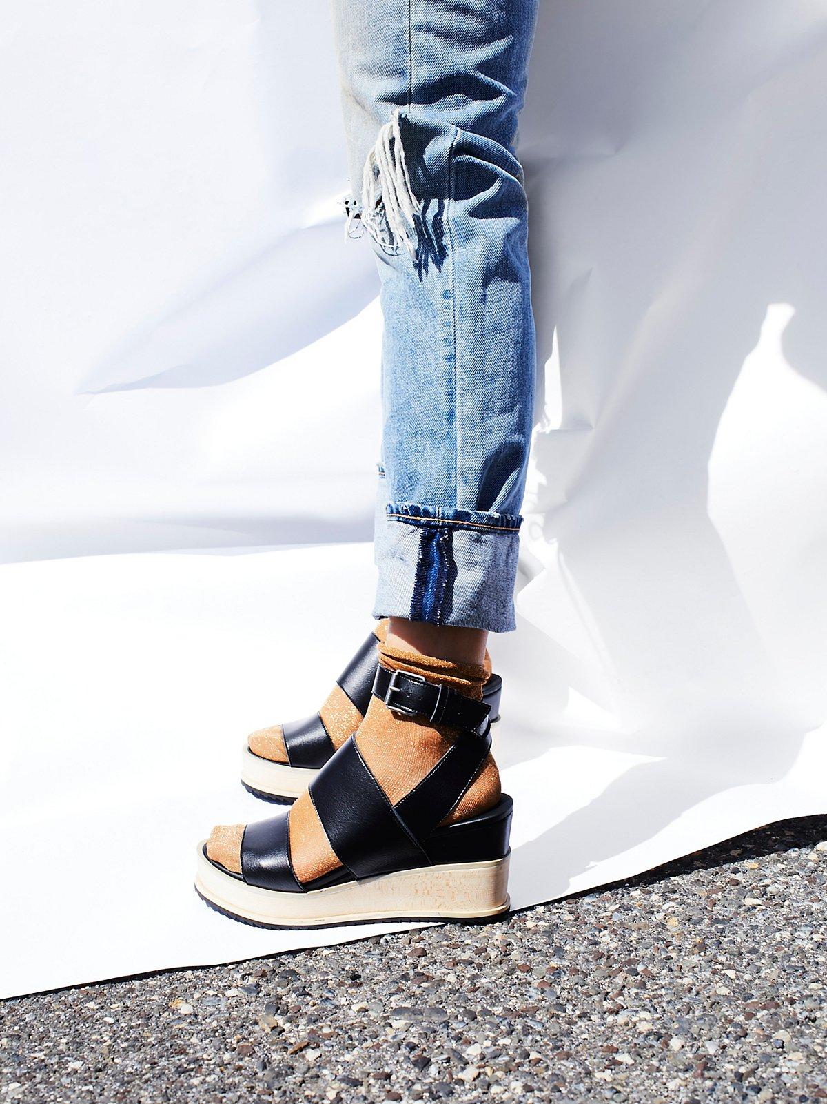 Dorian人造革坡跟鞋