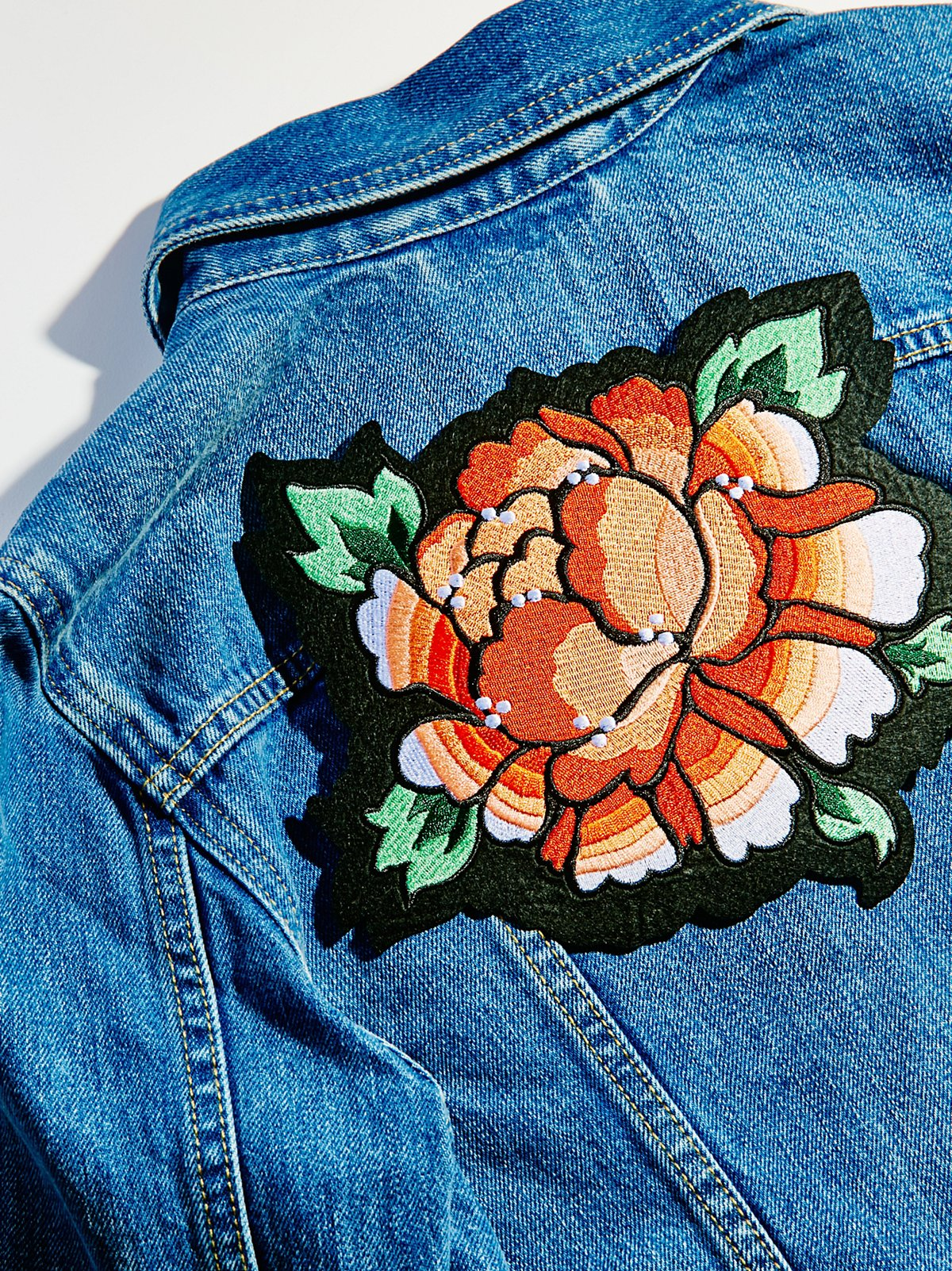 花朵图案背胶徽章
