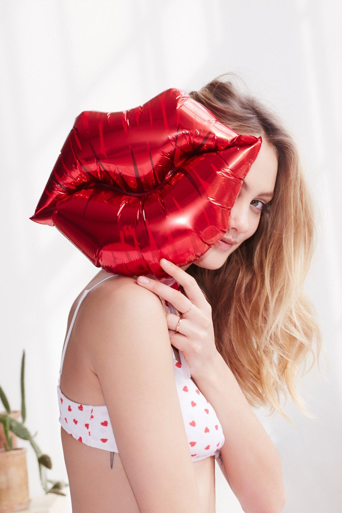 Kiss Lips Balloon