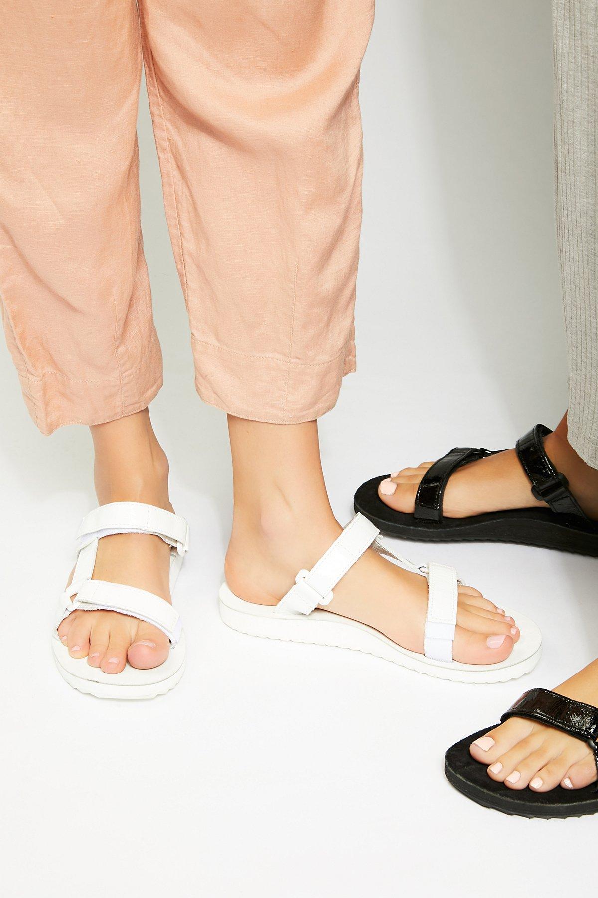 Universal Slide Teva漆皮凉鞋