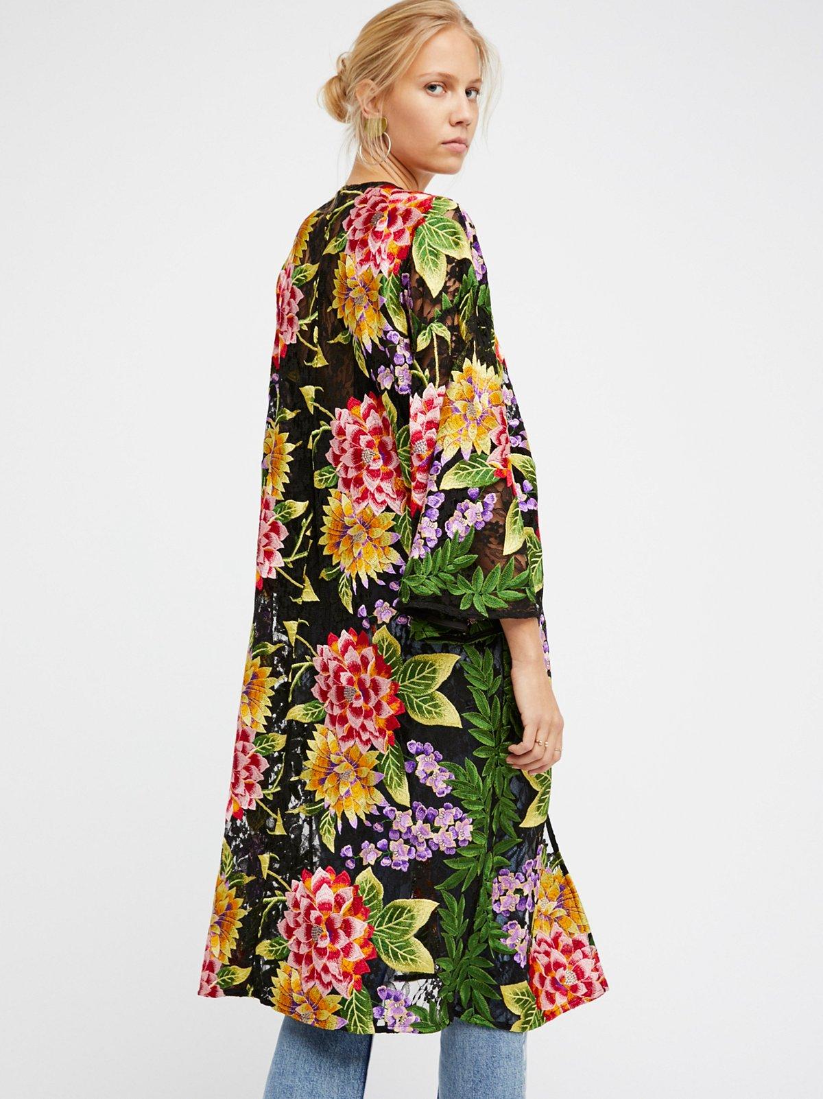 刺绣蕾丝和服式长裙